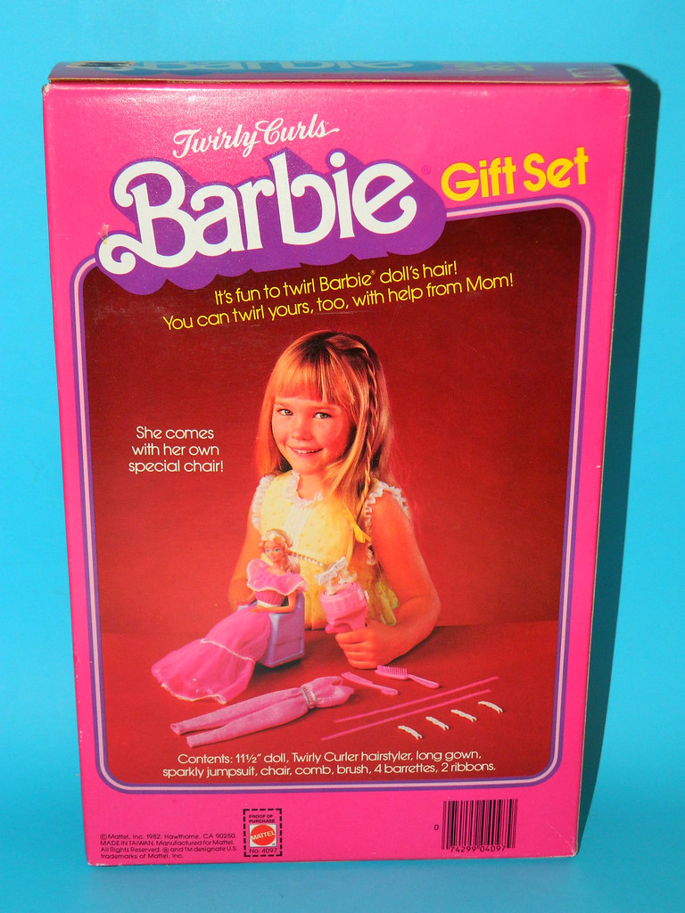 Barbie Twirly Curls Special  Gift Set (1982) made in Taiwan - pose 3