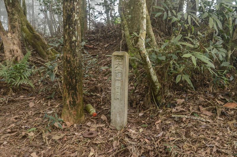 半天窟山台大(國)210水泥柱