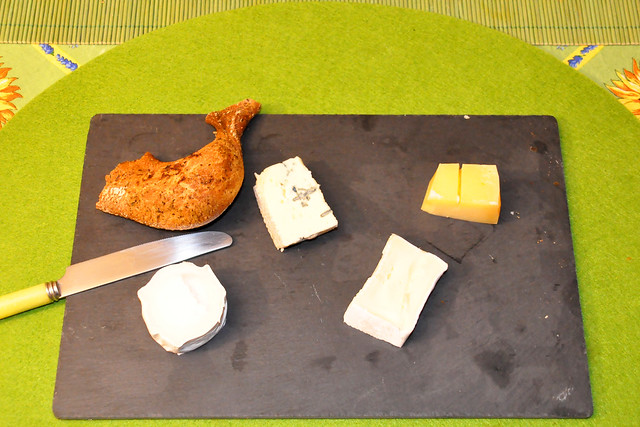 März 2021 ... Köstliches Geburtstagsessen mit Garnelen, Käse, französischem Brot ... Brigitte Stolle