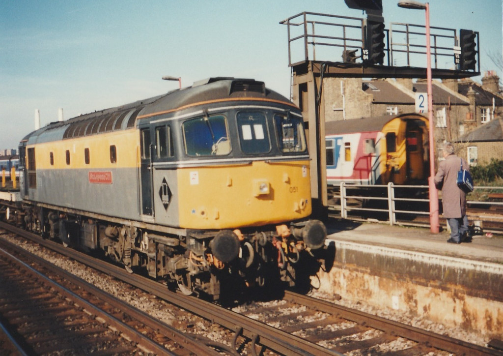 33 051 'Shakespeare Cliff' approaching Wandsworth Road