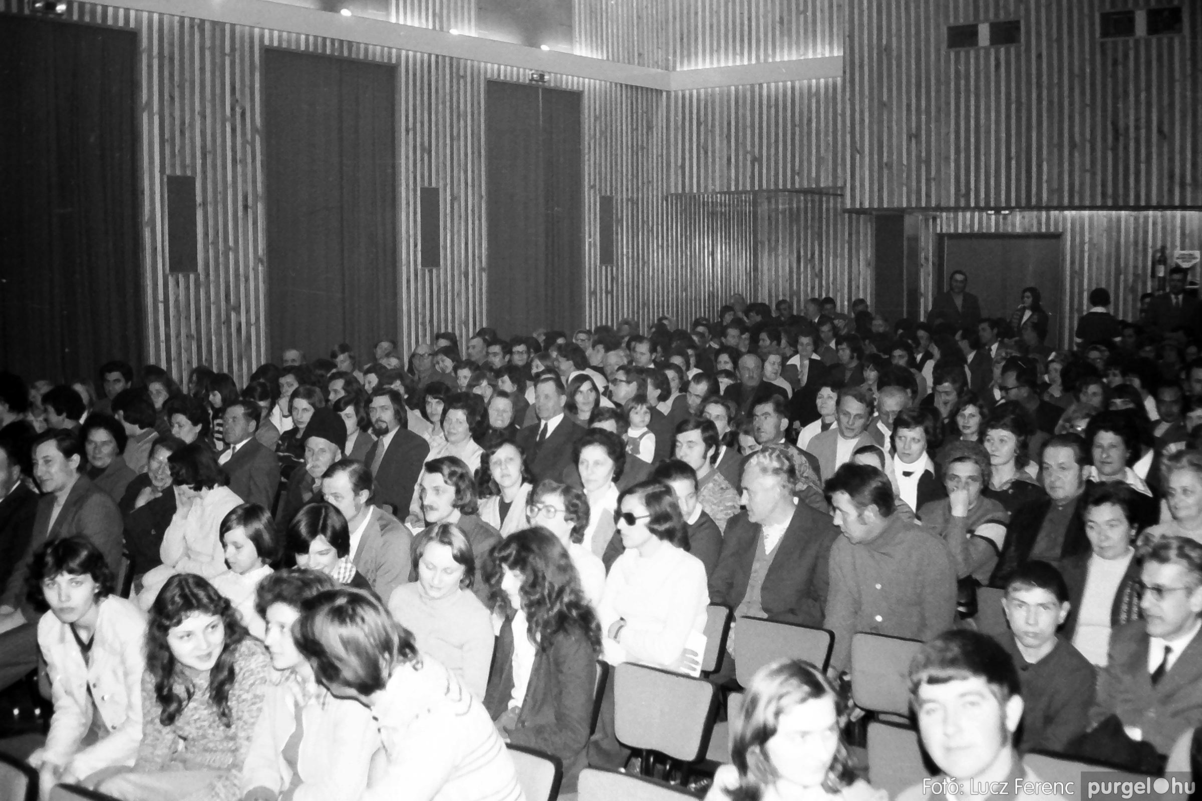 066-067. 1976. A Herkulesfürdői emlék című film ősbemutatója Szegváron 004. - Fotó: Lucz Ferenc.jpg