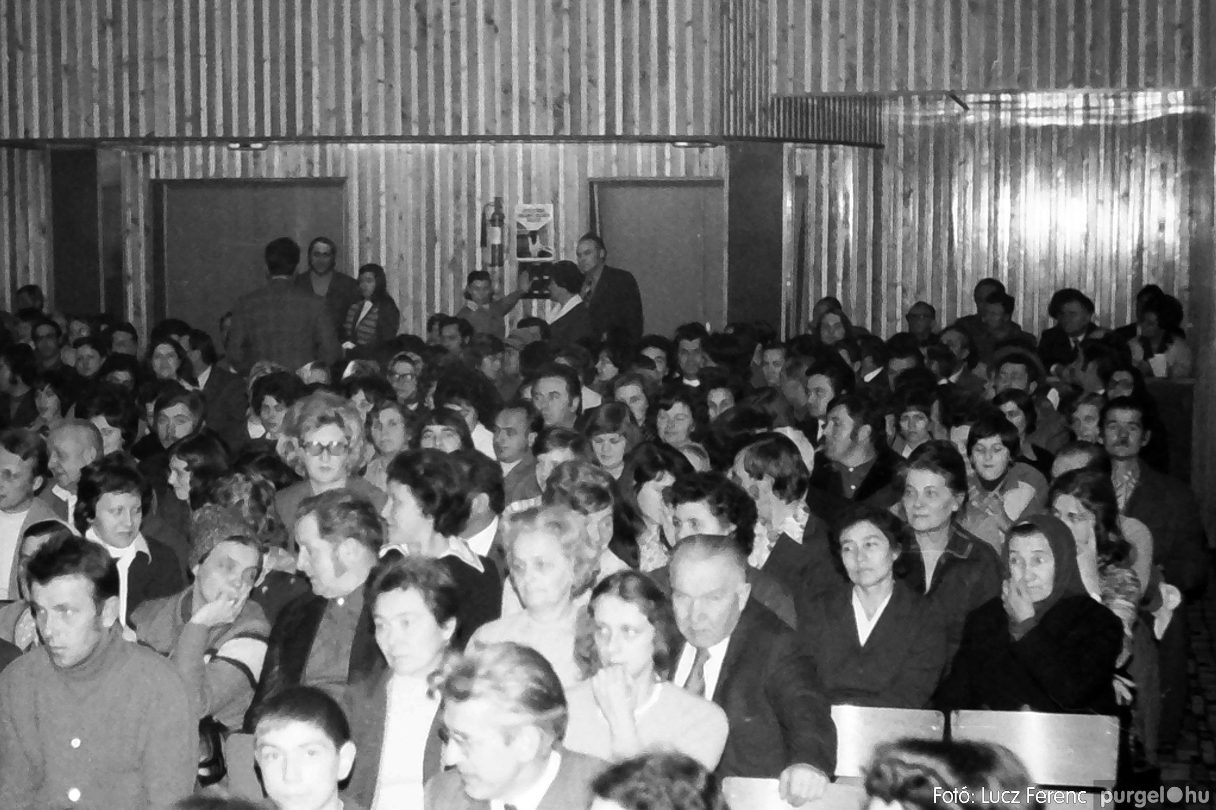 066-067. 1976. A Herkulesfürdői emlék című film ősbemutatója Szegváron 002. - Fotó: Lucz Ferenc.jpg