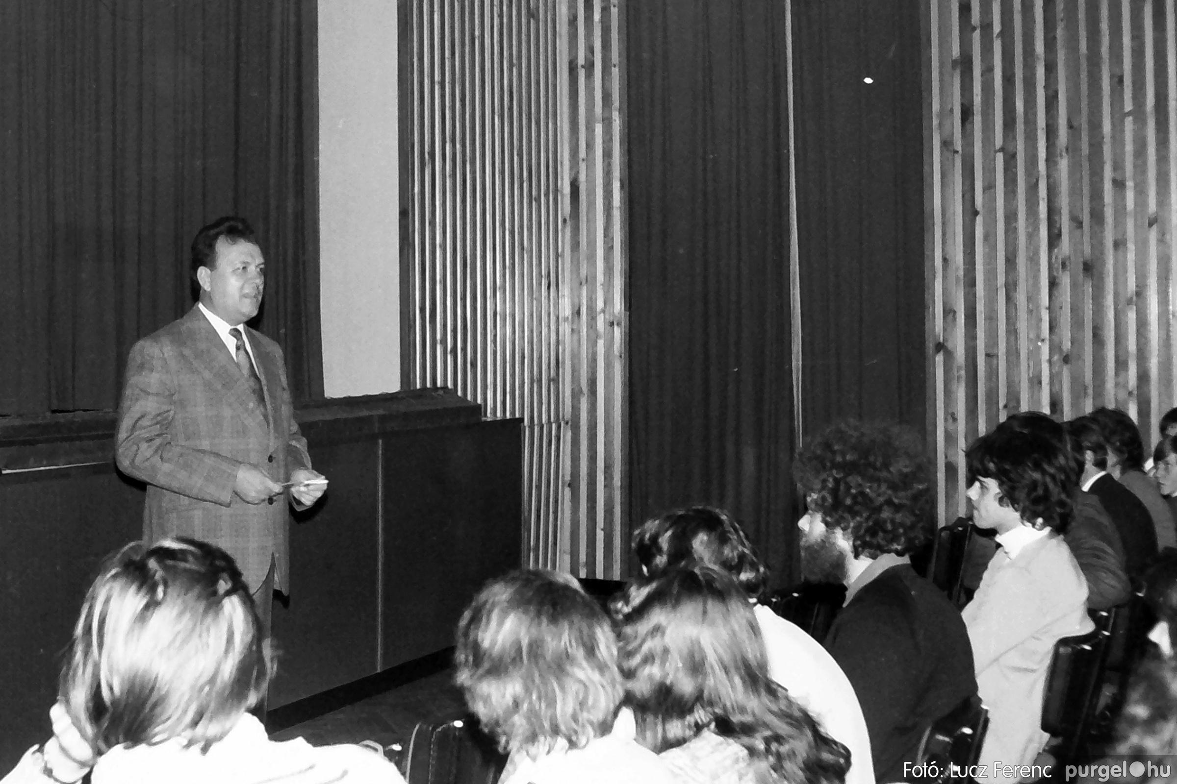 066-067. 1976. A Herkulesfürdői emlék című film ősbemutatója Szegváron 001. - Fotó: Lucz Ferenc.jpg