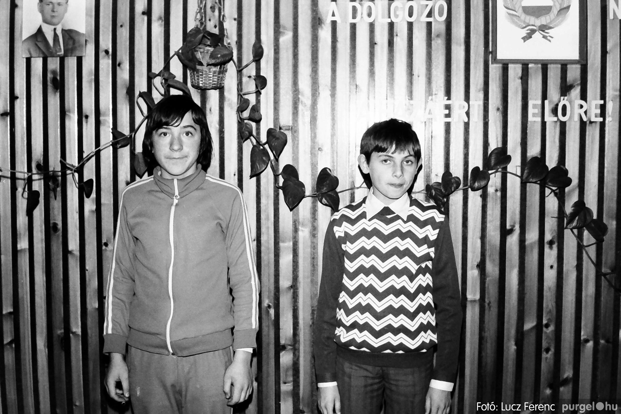 067. 1976. Karácsonyi buli az úttörőszobában 014. - Fotó: Lucz Ferenc.jpg