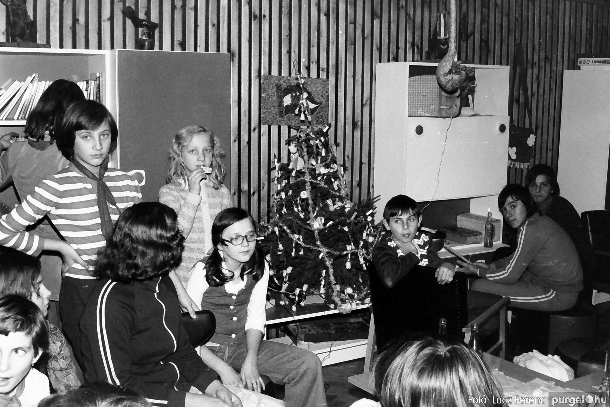 067. 1976. Karácsonyi buli az úttörőszobában 005. - Fotó: Lucz Ferenc.jpg