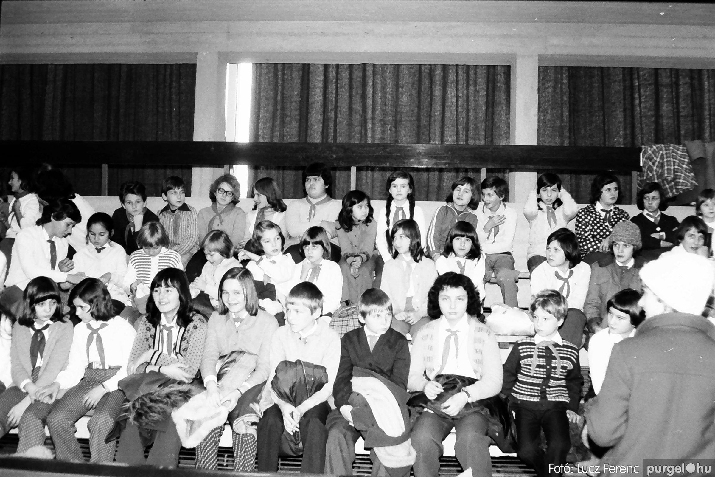 067-068. 1976. Úttörőkarácsony Szegeden 011. - Fotó: Lucz Ferenc.jpg