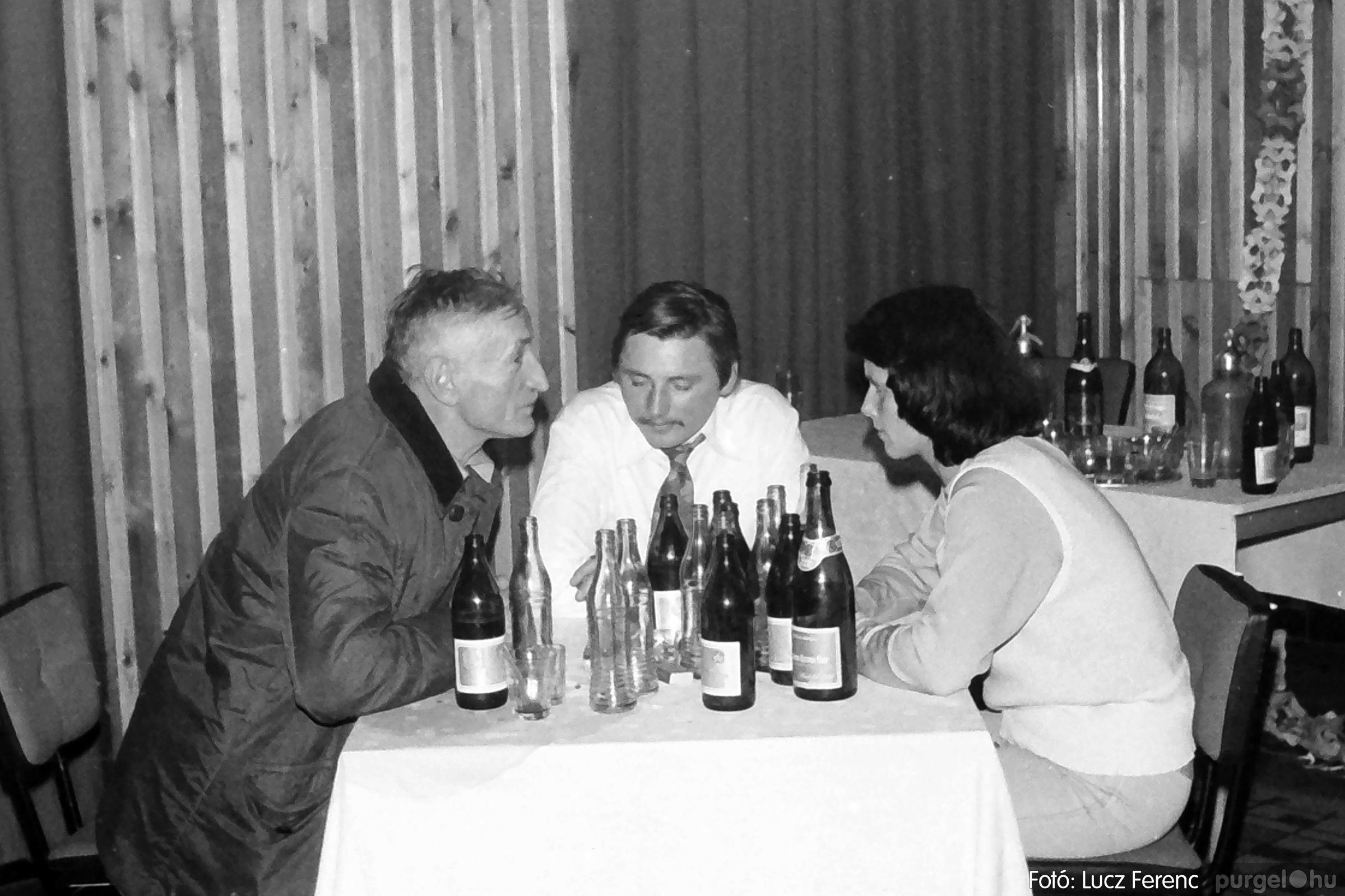 070. 1976.12.31. Szilveszter a kultúrházban 019. - Fotó: Lucz Ferenc.jpg