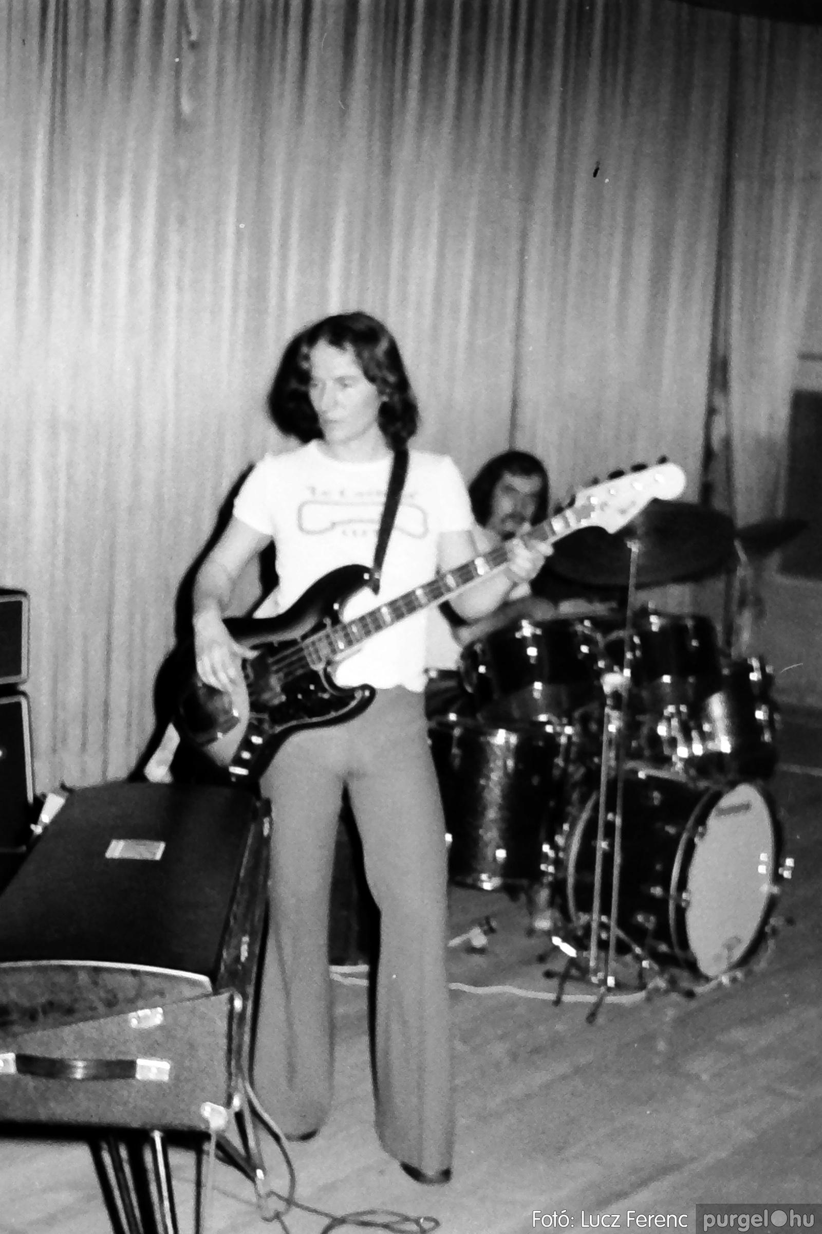 072. 1977. A botrányba fulladt Neoton koncert 006. - Fotó: Lucz Ferenc.jpg