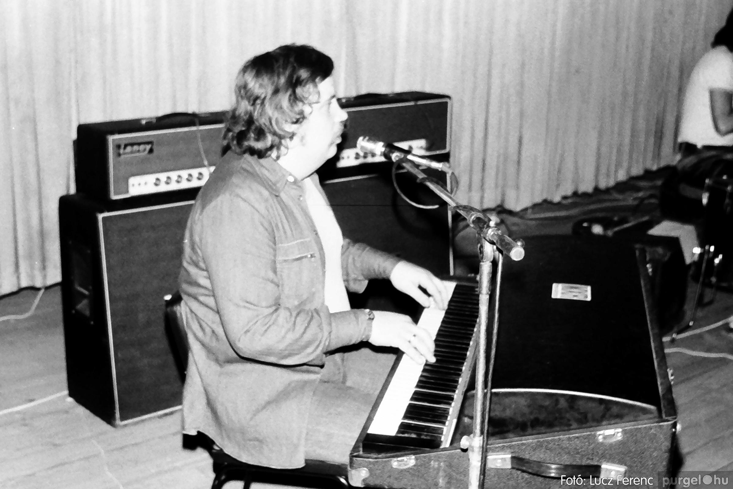 072. 1977. A botrányba fulladt Neoton koncert 004. - Fotó: Lucz Ferenc.jpg