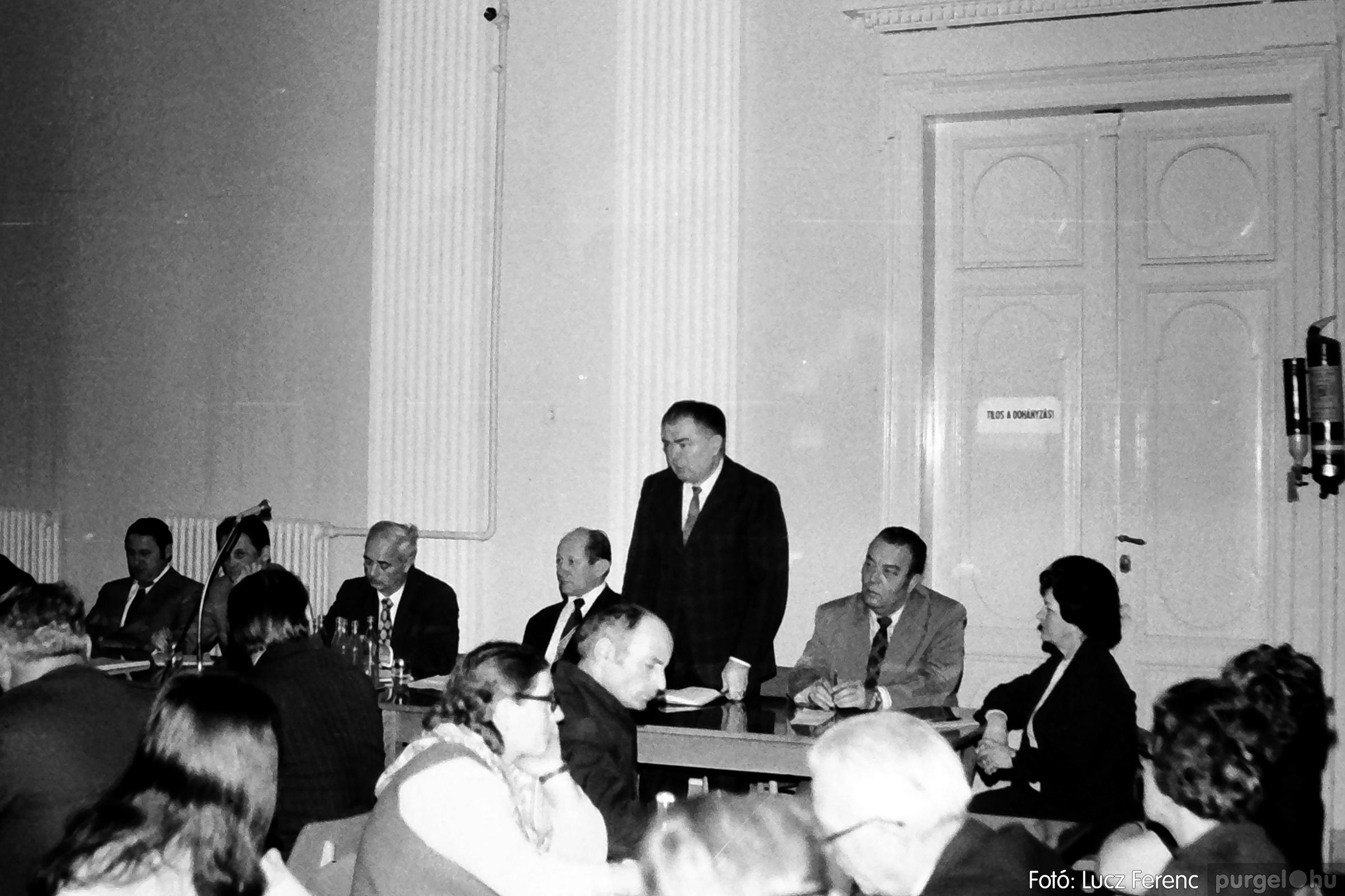 072. 1977. ÁFÉSZ küldöttgyűlés a szentesi megyeházban 006. - Fotó: Lucz Ferenc.jpg
