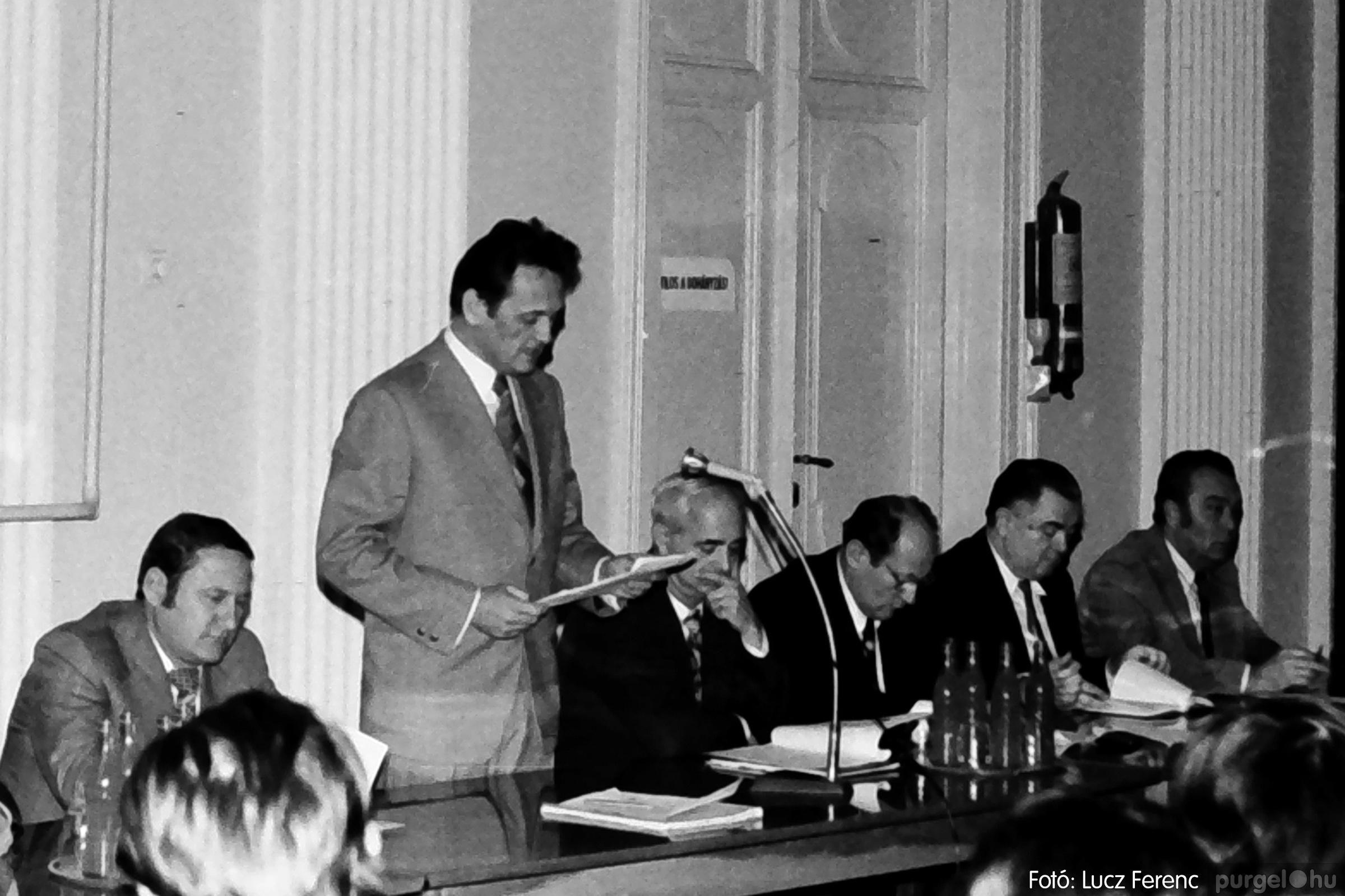 072. 1977. ÁFÉSZ küldöttgyűlés a szentesi megyeházban 004. - Fotó: Lucz Ferenc.jpg