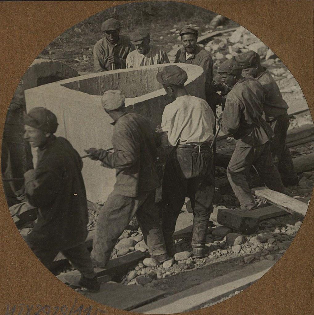 13. Подкатывание железобетонного кольца к строящейся трубе под 17-й путь. Станция Бира. 998 км