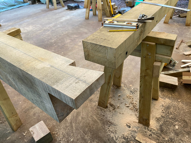 Dovetail of wall plate joint - rear right corner