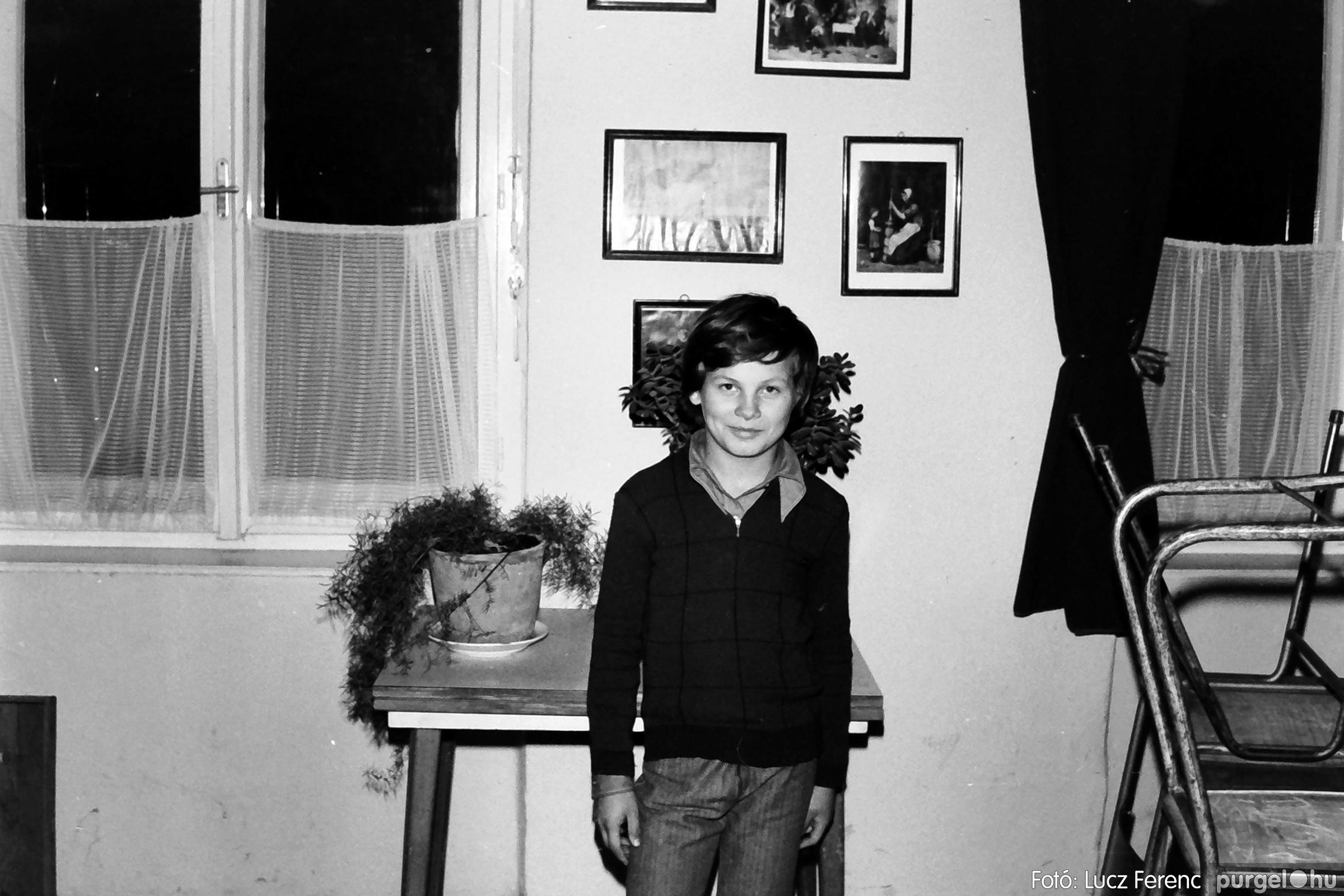 067. 1976. Karácsonyi buli az úttörőszobában 013. - Fotó: Lucz Ferenc.jpg