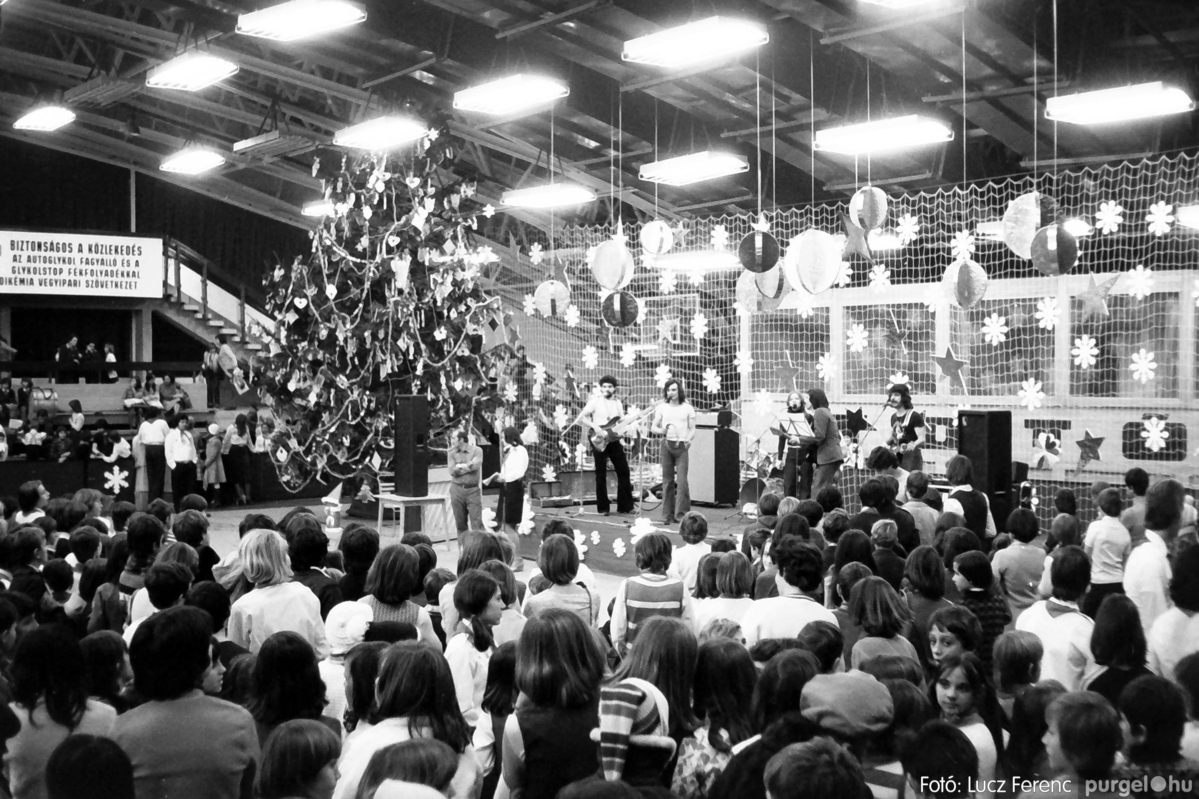 067-068. 1976. Úttörőkarácsony Szegeden 032. - Fotó: Lucz Ferenc.jpg