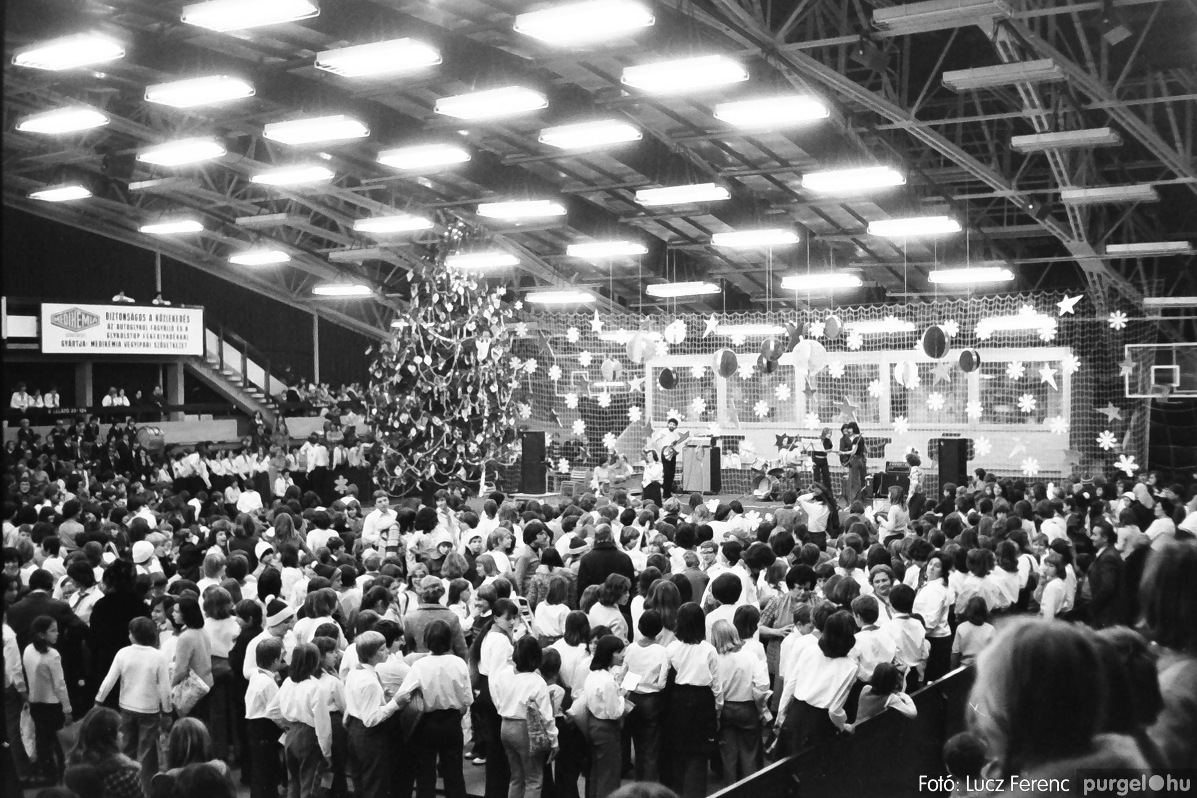 067-068. 1976. Úttörőkarácsony Szegeden 028. - Fotó: Lucz Ferenc.jpg