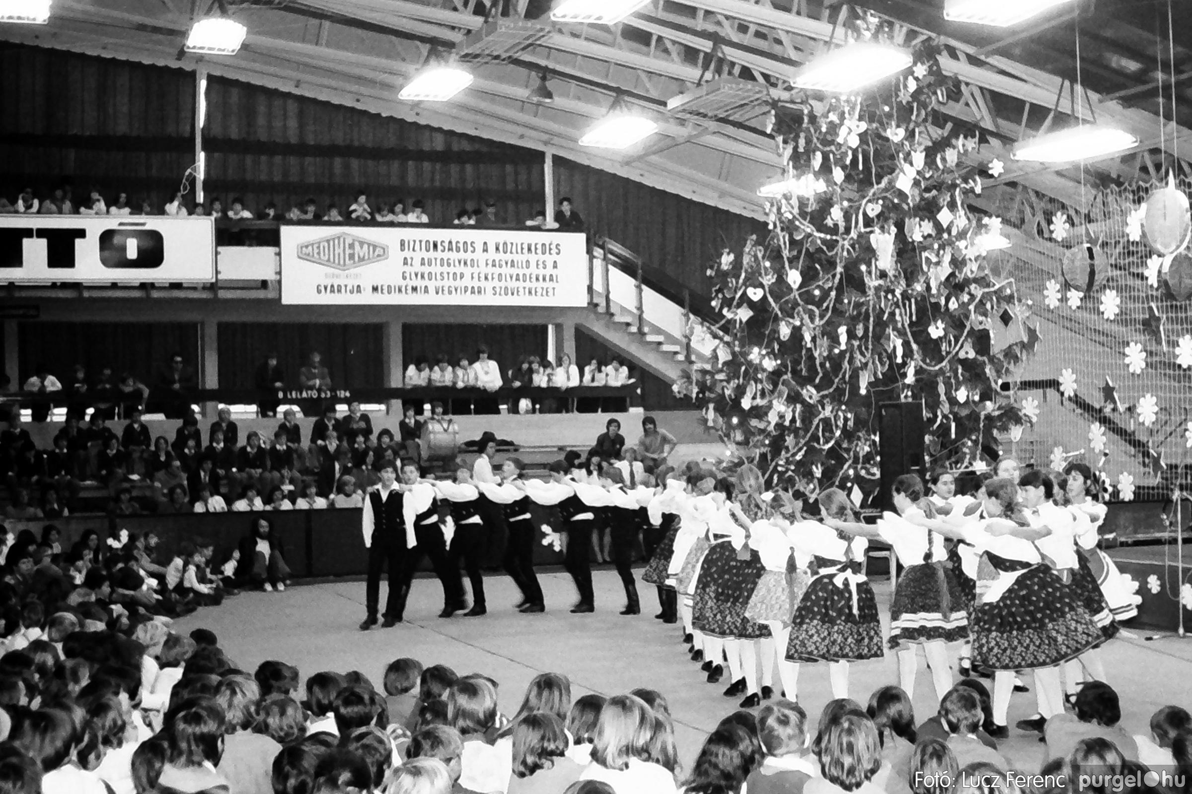 067-068. 1976. Úttörőkarácsony Szegeden 018. - Fotó: Lucz Ferenc.jpg