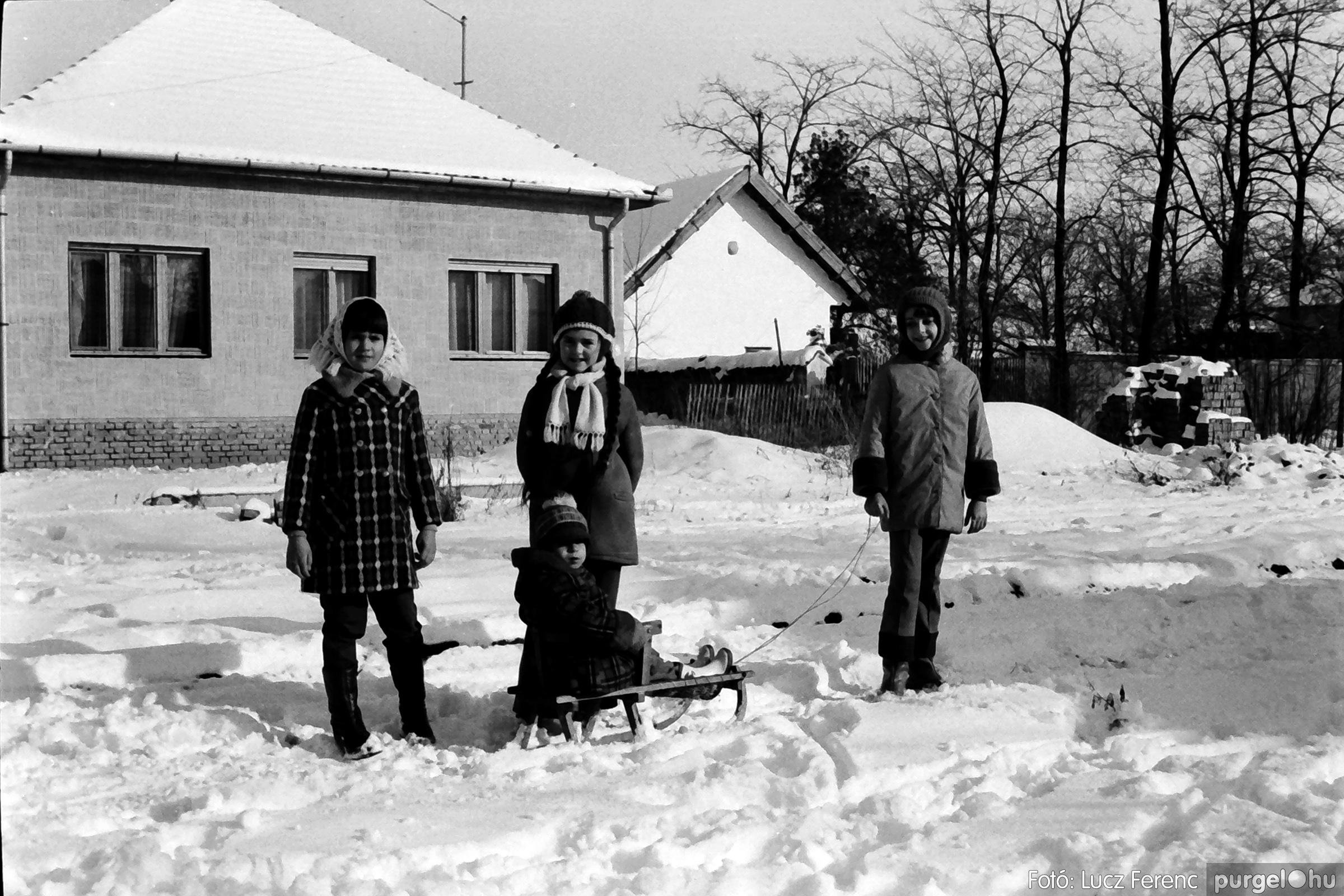 070. 1976.12.31. Szilveszter a kultúrházban 020. - Fotó: Lucz Ferenc.jpg