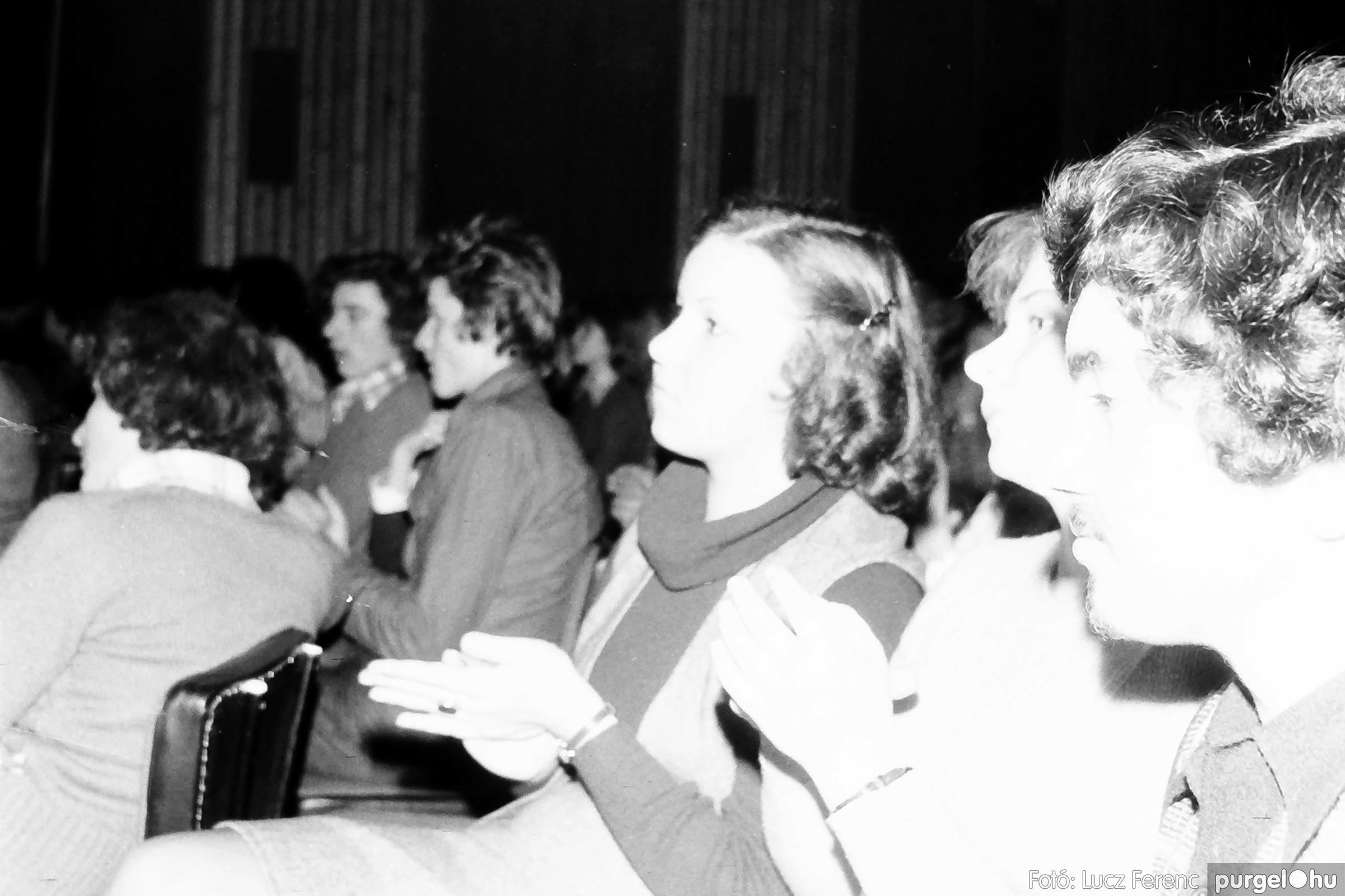 072. 1977. A botrányba fulladt Neoton koncert 009. - Fotó: Lucz Ferenc.jpg