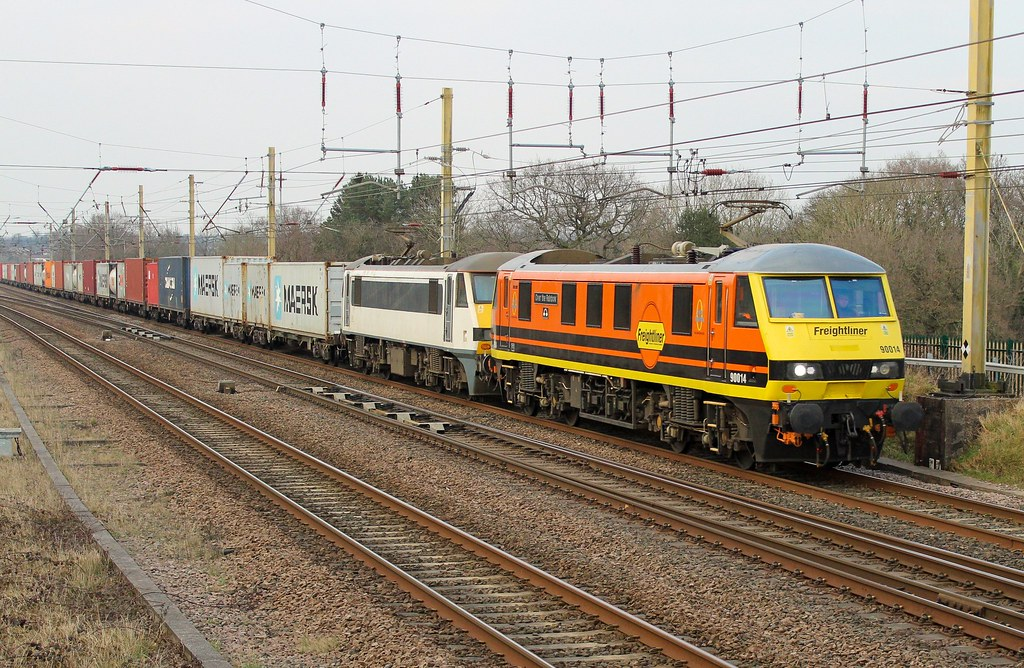 "Freightliner 90014 ""Over The Rainbow"" & 90009 4M83 Coatbridge to Crewe Basford Hall intermodal."
