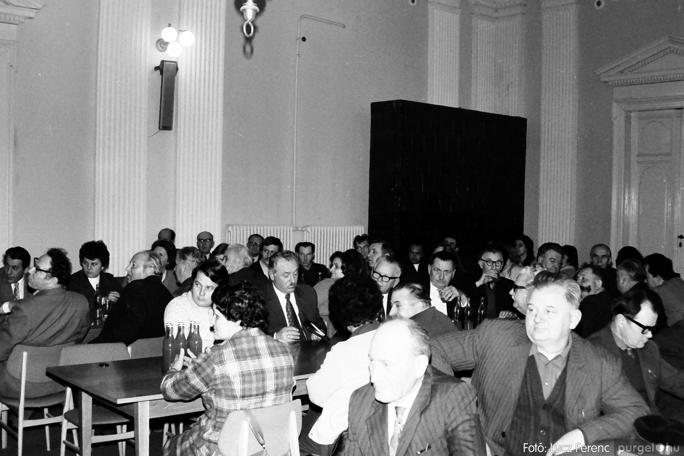 072. 1977. ÁFÉSZ küldöttgyűlés a szentesi megyeházban 011. - Fotó: Lucz Ferenc.jpg