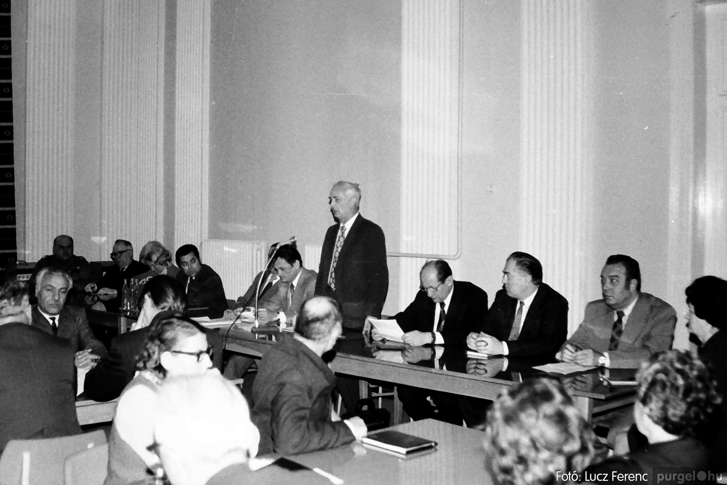 072. 1977. ÁFÉSZ küldöttgyűlés a szentesi megyeházban 002. - Fotó: Lucz Ferenc.jpg