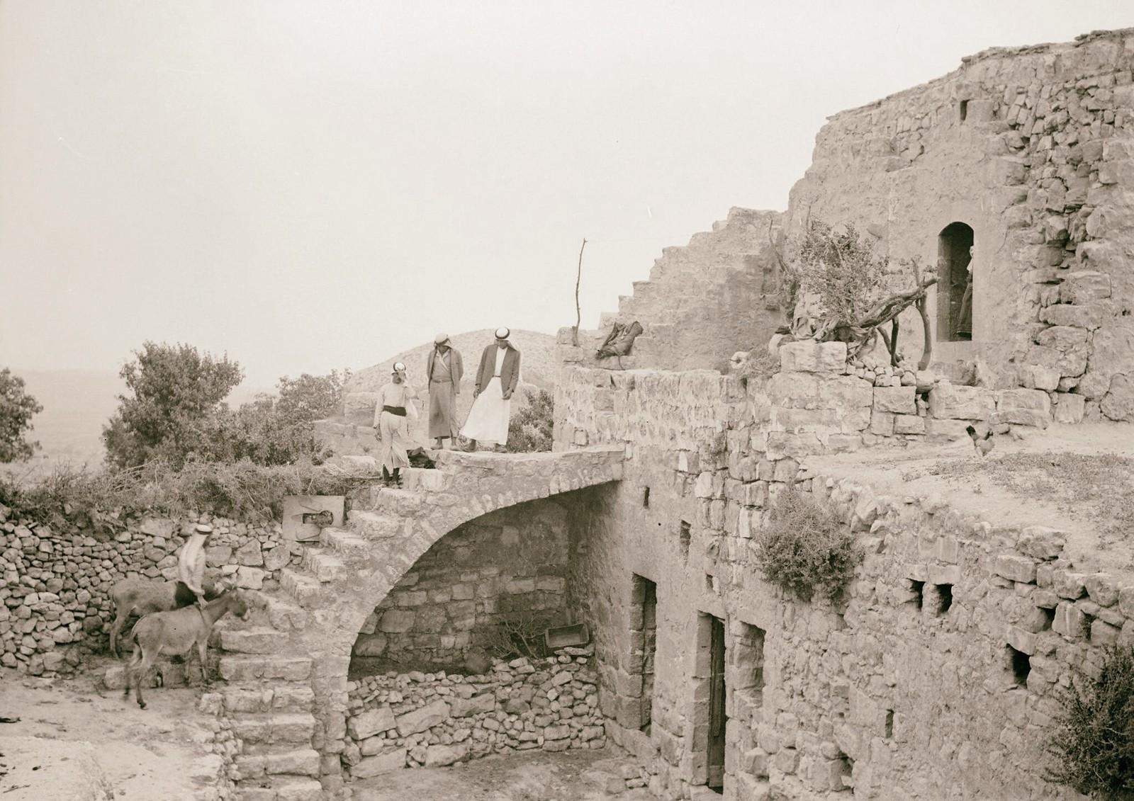 17. Деревня Халхул на 30-м километре Хевронской дороги. Типичный крестьянский дом в Халхуле