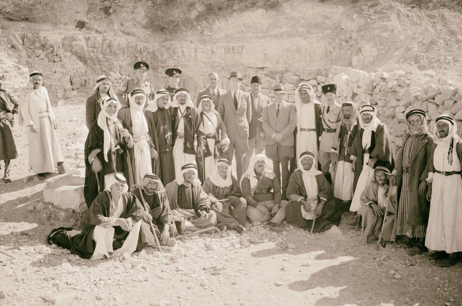 10. Открытие дополнительного источника воды в Айн-Хамде на юго-востоке Вифлеема. Группа бедуинов (Джамри) и правительственные чиновники