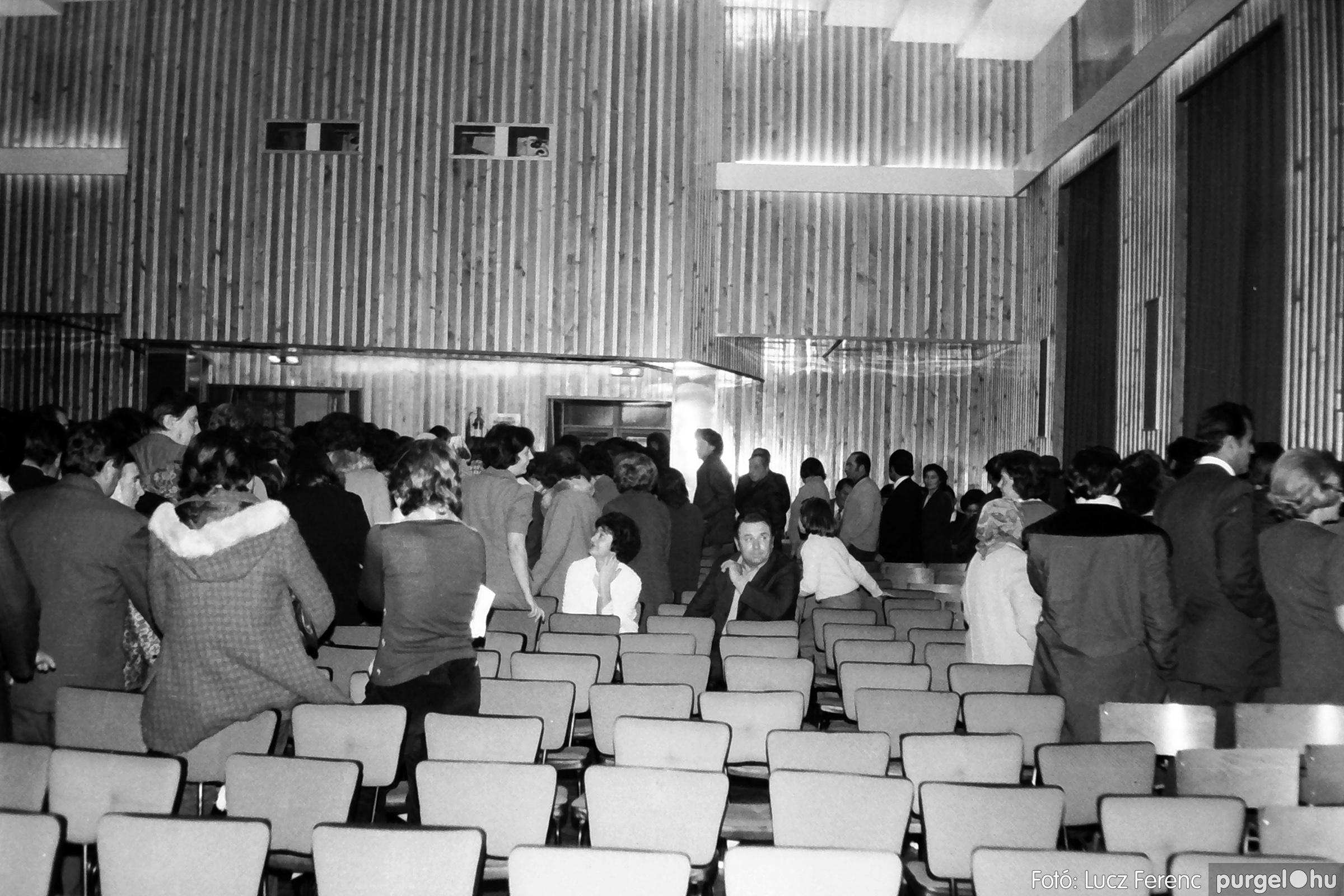 066-067. 1976. A Herkulesfürdői emlék című film ősbemutatója Szegváron 009. - Fotó: Lucz Ferenc.jpg