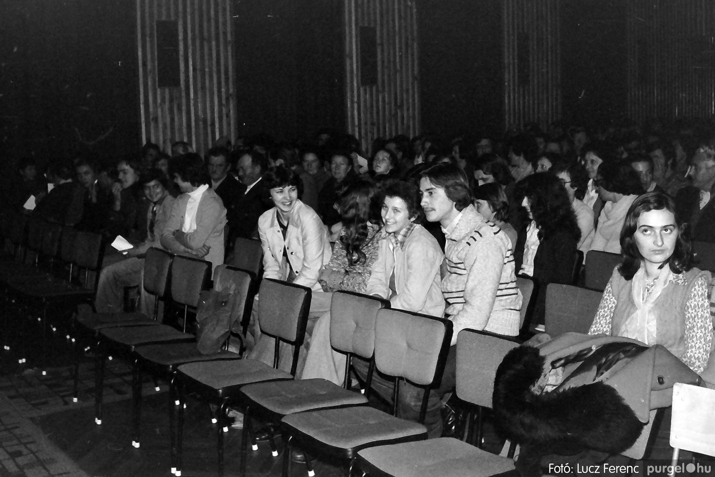 066-067. 1976. A Herkulesfürdői emlék című film ősbemutatója Szegváron 005. - Fotó: Lucz Ferenc.jpg