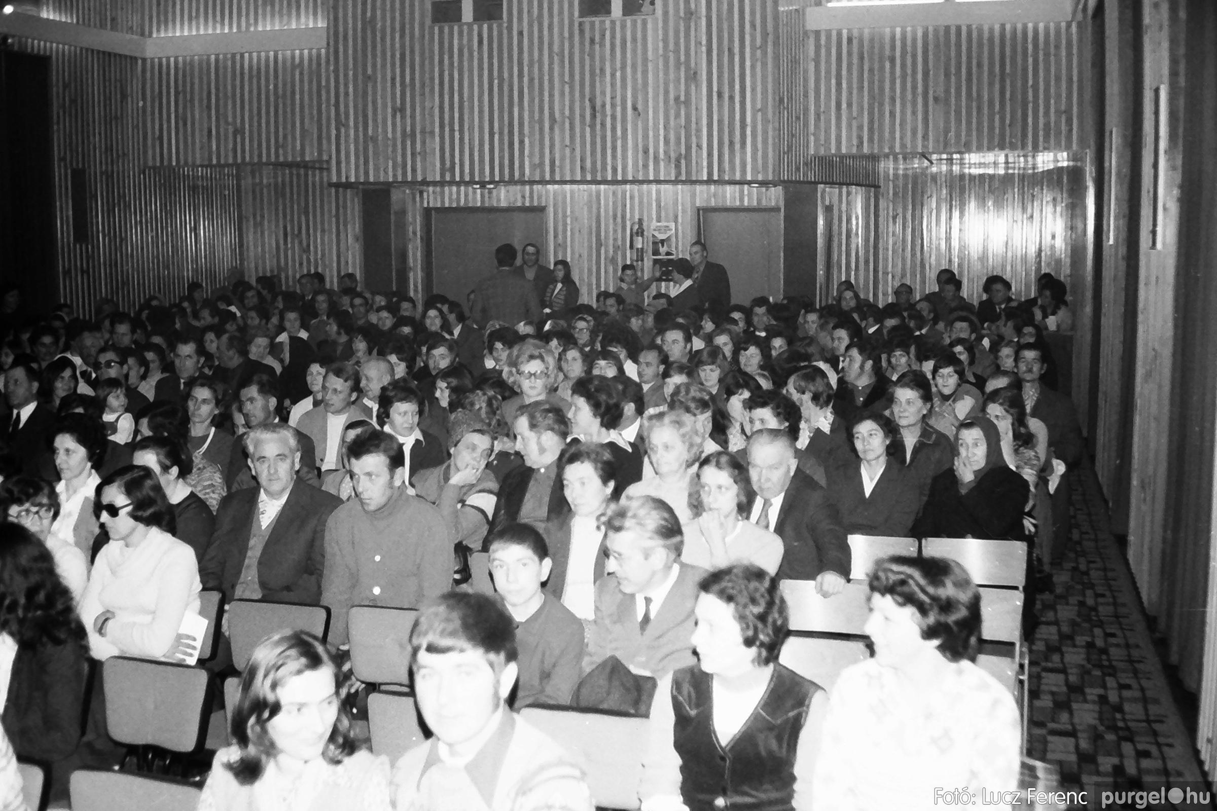 066-067. 1976. A Herkulesfürdői emlék című film ősbemutatója Szegváron 003. - Fotó: Lucz Ferenc.jpg