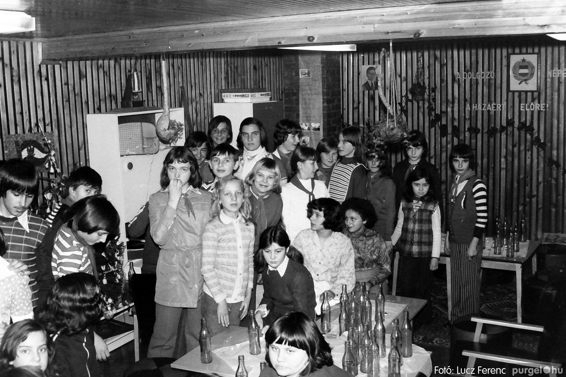 067. 1976. Karácsonyi buli az úttörőszobában 004. - Fotó: Lucz Ferenc.jpg