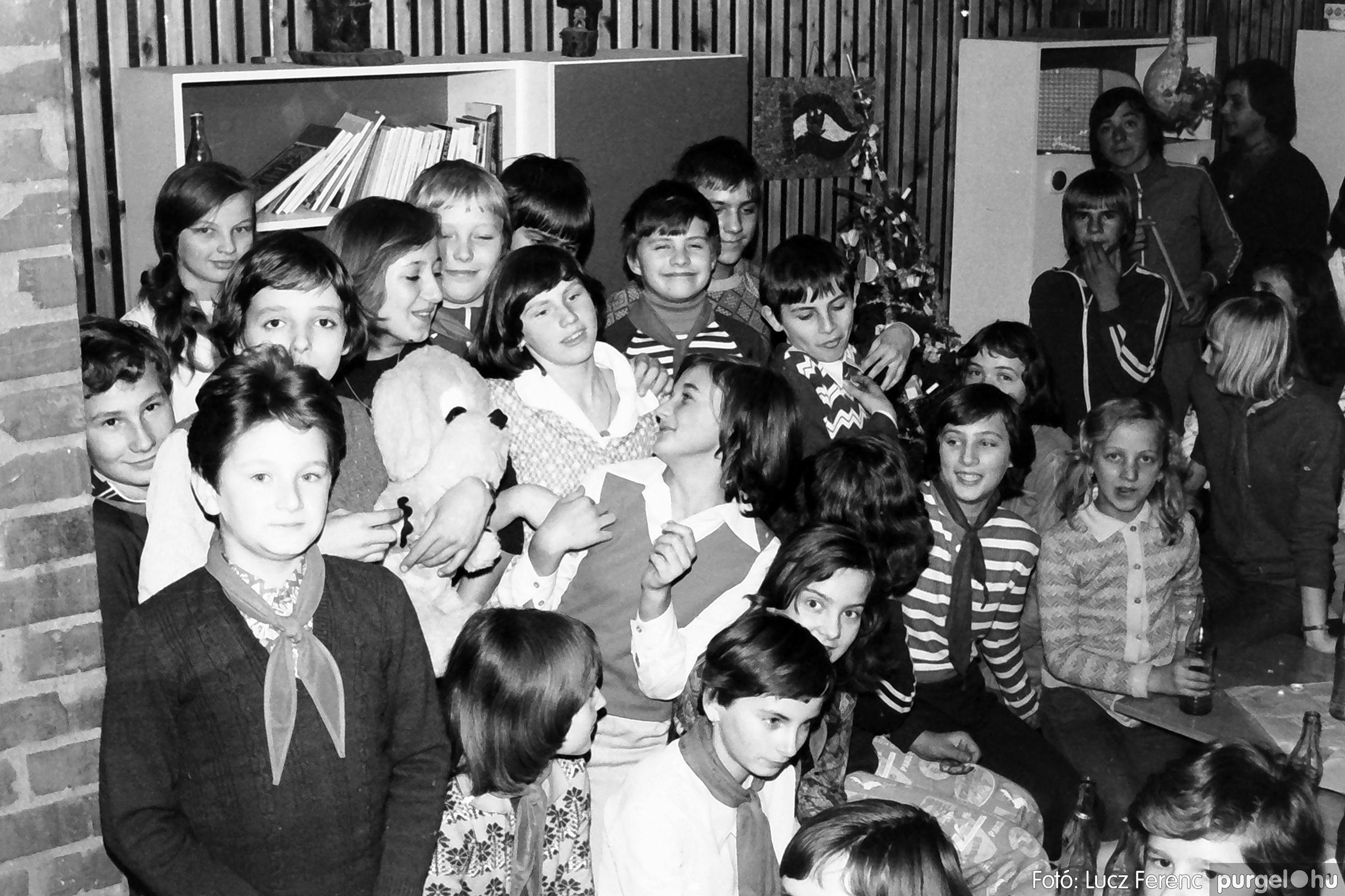 067. 1976. Karácsonyi buli az úttörőszobában 003. - Fotó: Lucz Ferenc.jpg