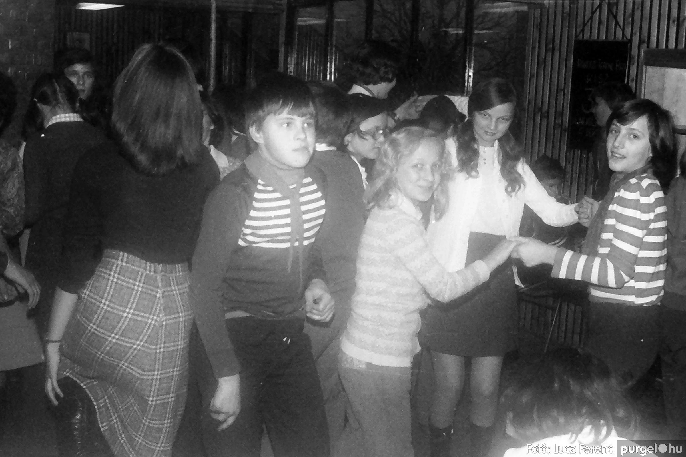 067. 1976. Karácsonyi buli az úttörőszobában 001. - Fotó: Lucz Ferenc.jpg
