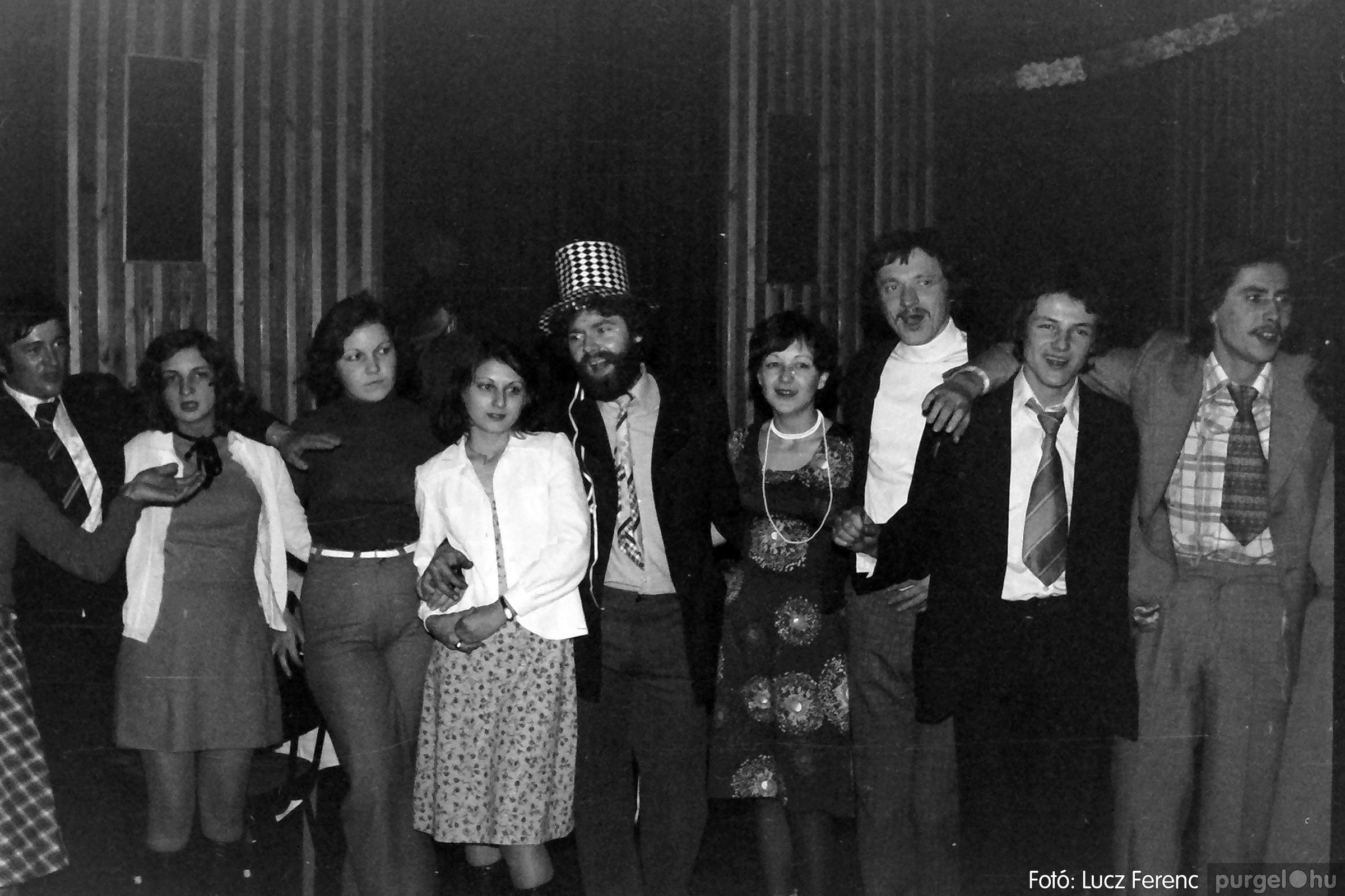 070. 1976.12.31. Szilveszter a kultúrházban 008. - Fotó: Lucz Ferenc.jpg