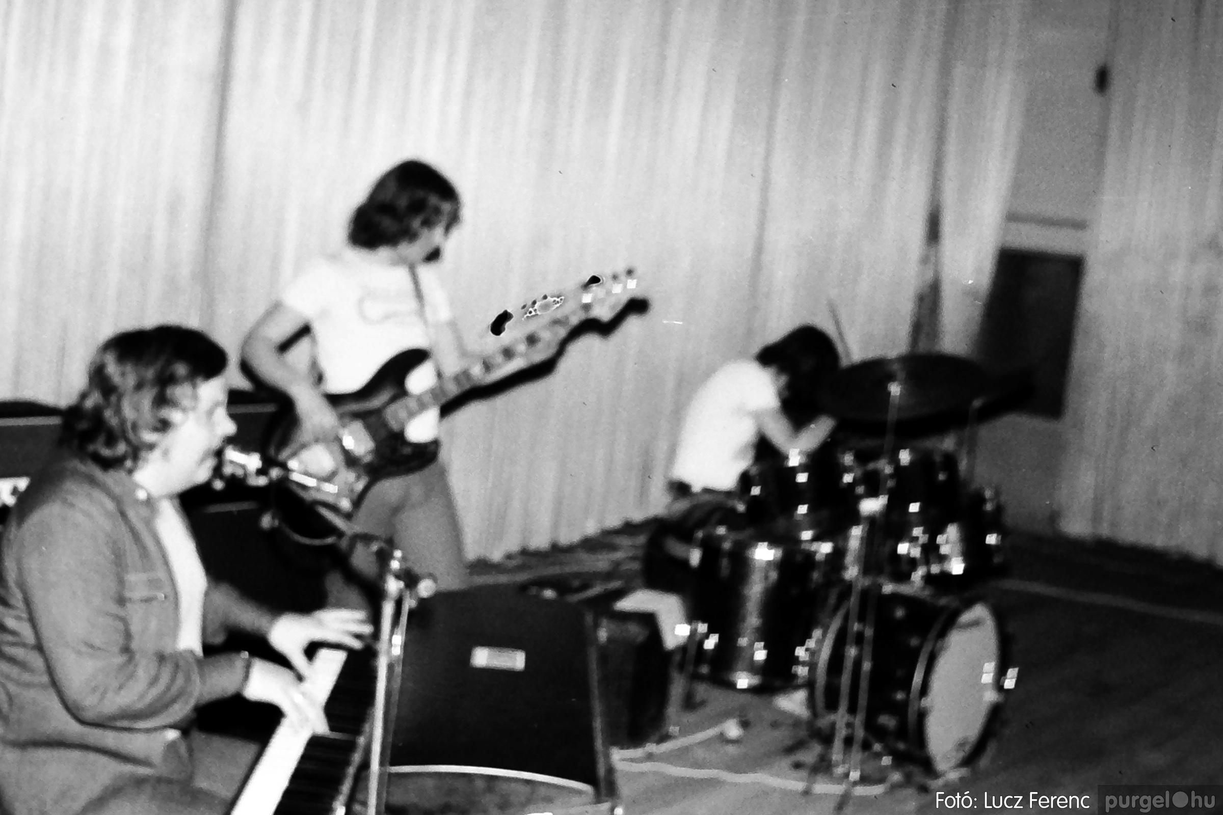 072. 1977. A botrányba fulladt Neoton koncert 007. - Fotó: Lucz Ferenc.jpg