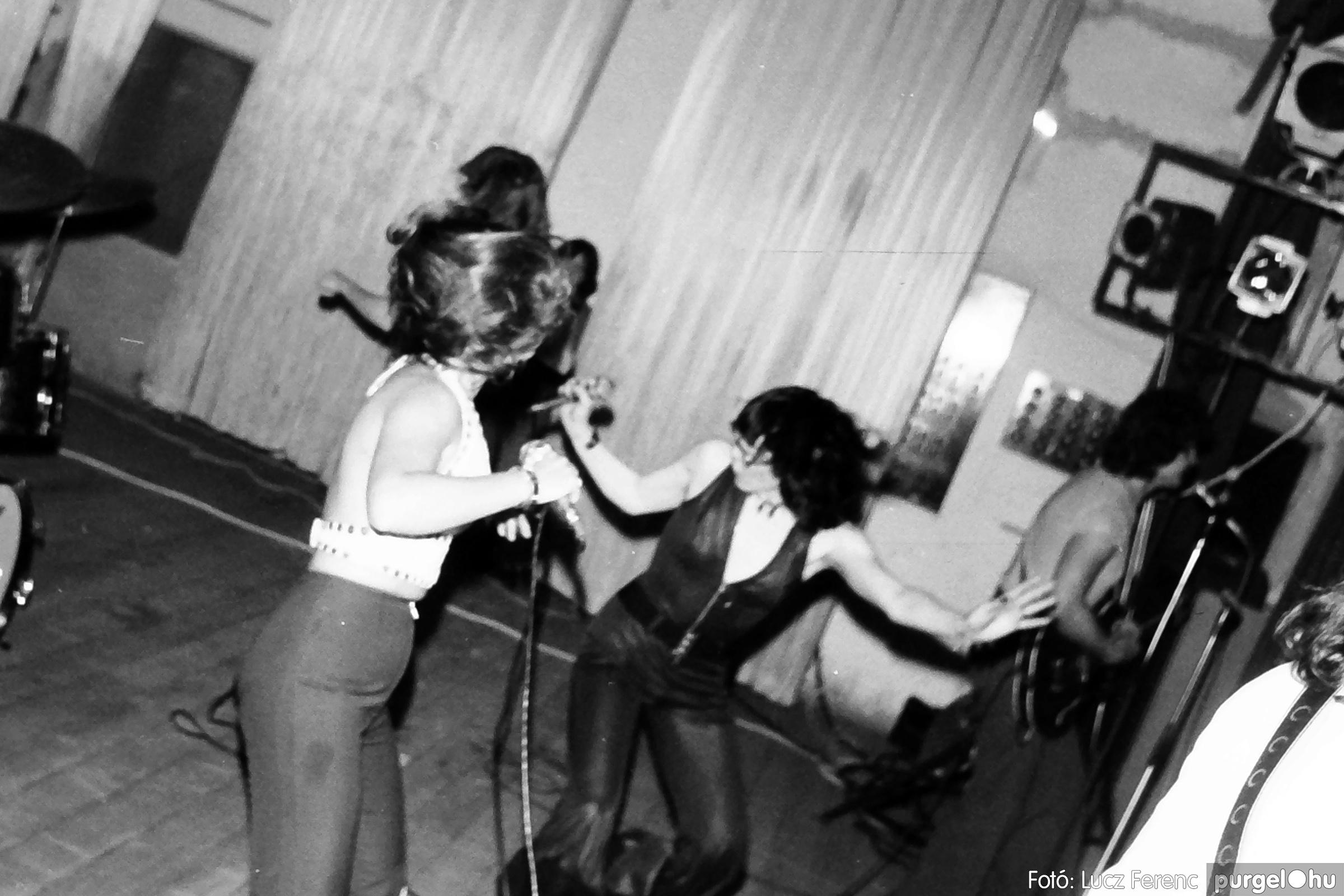 072. 1977. A botrányba fulladt Neoton koncert 005. - Fotó: Lucz Ferenc.jpg