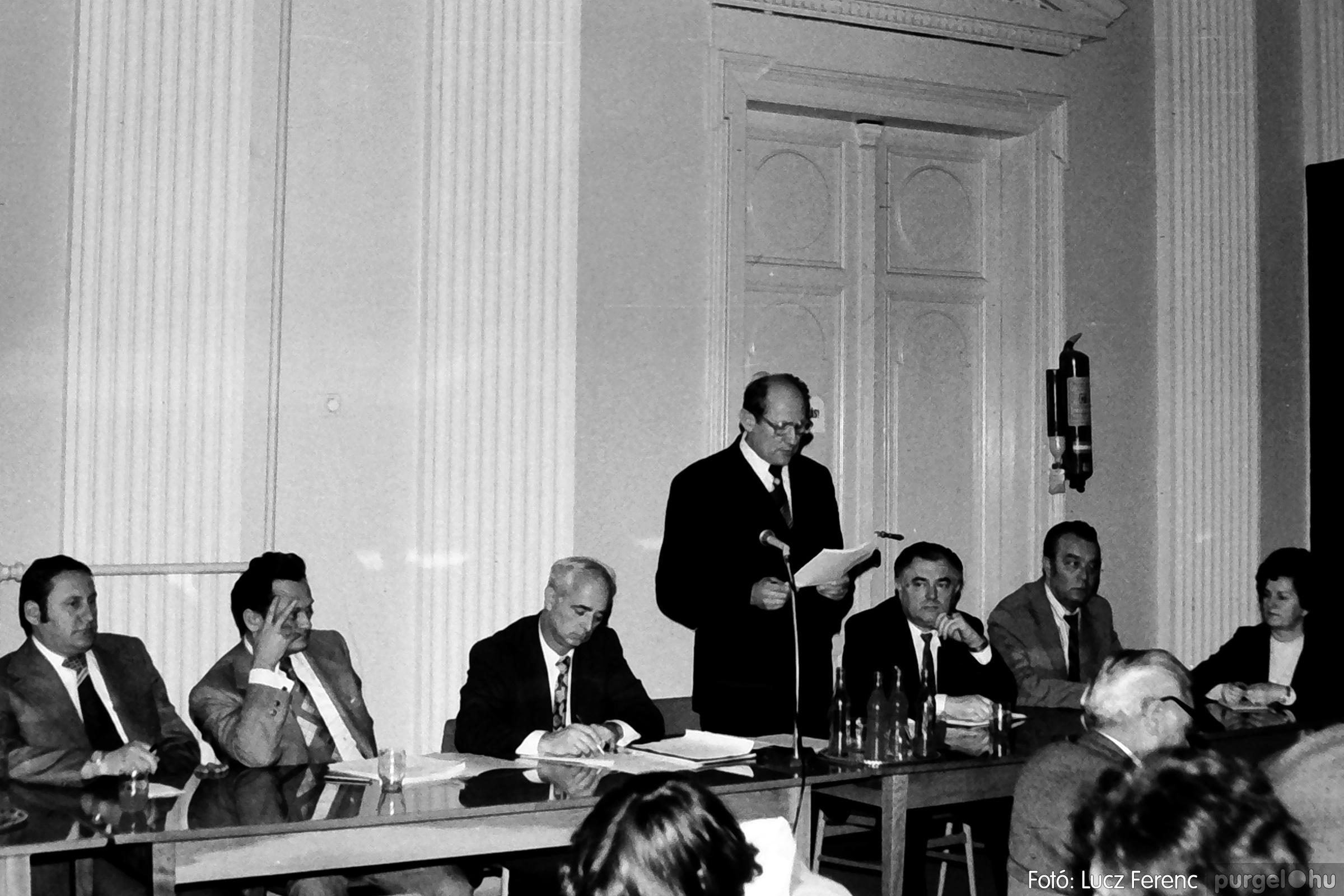 072. 1977. ÁFÉSZ küldöttgyűlés a szentesi megyeházban 009. - Fotó: Lucz Ferenc.jpg