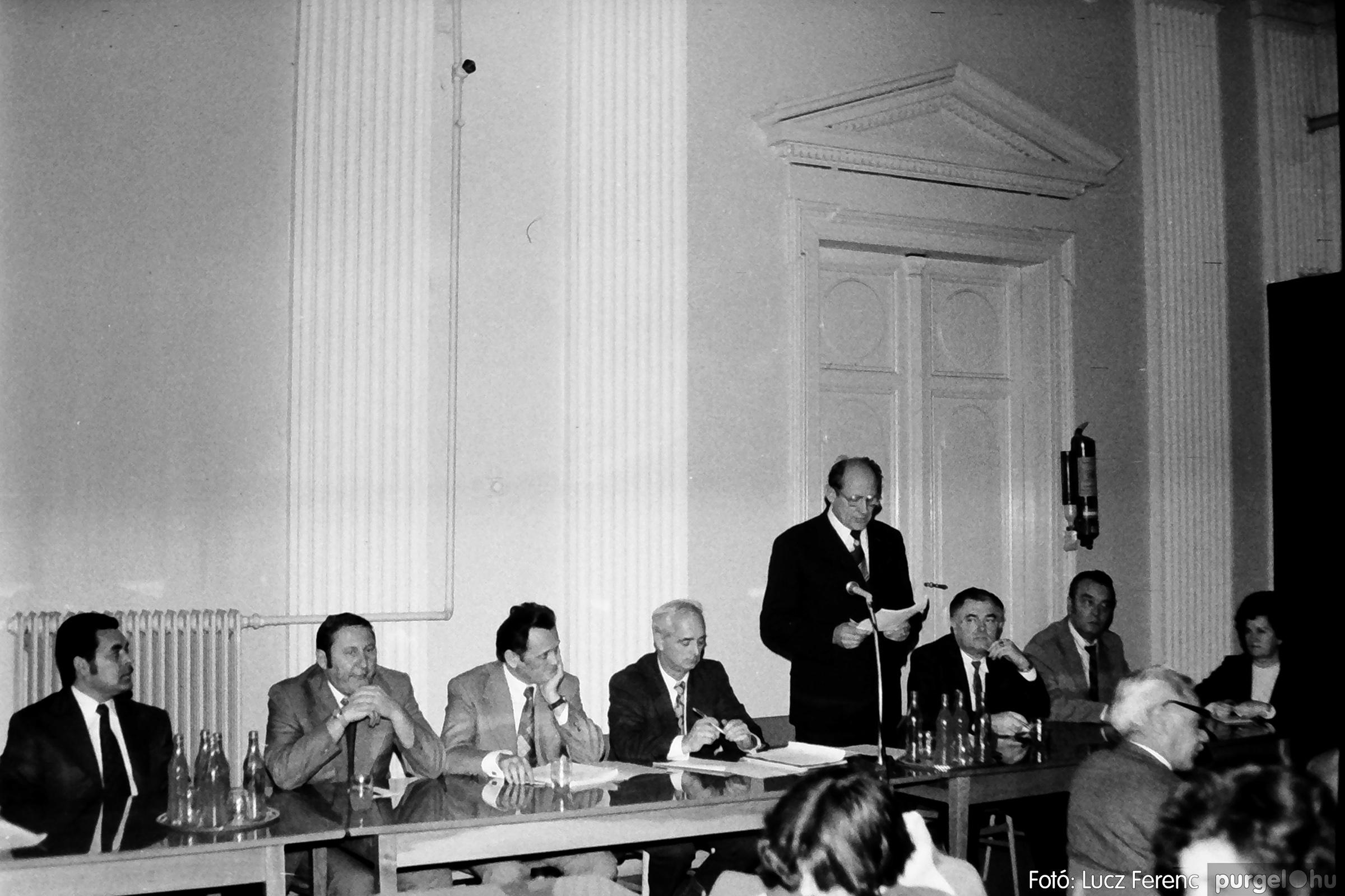072. 1977. ÁFÉSZ küldöttgyűlés a szentesi megyeházban 008. - Fotó: Lucz Ferenc.jpg