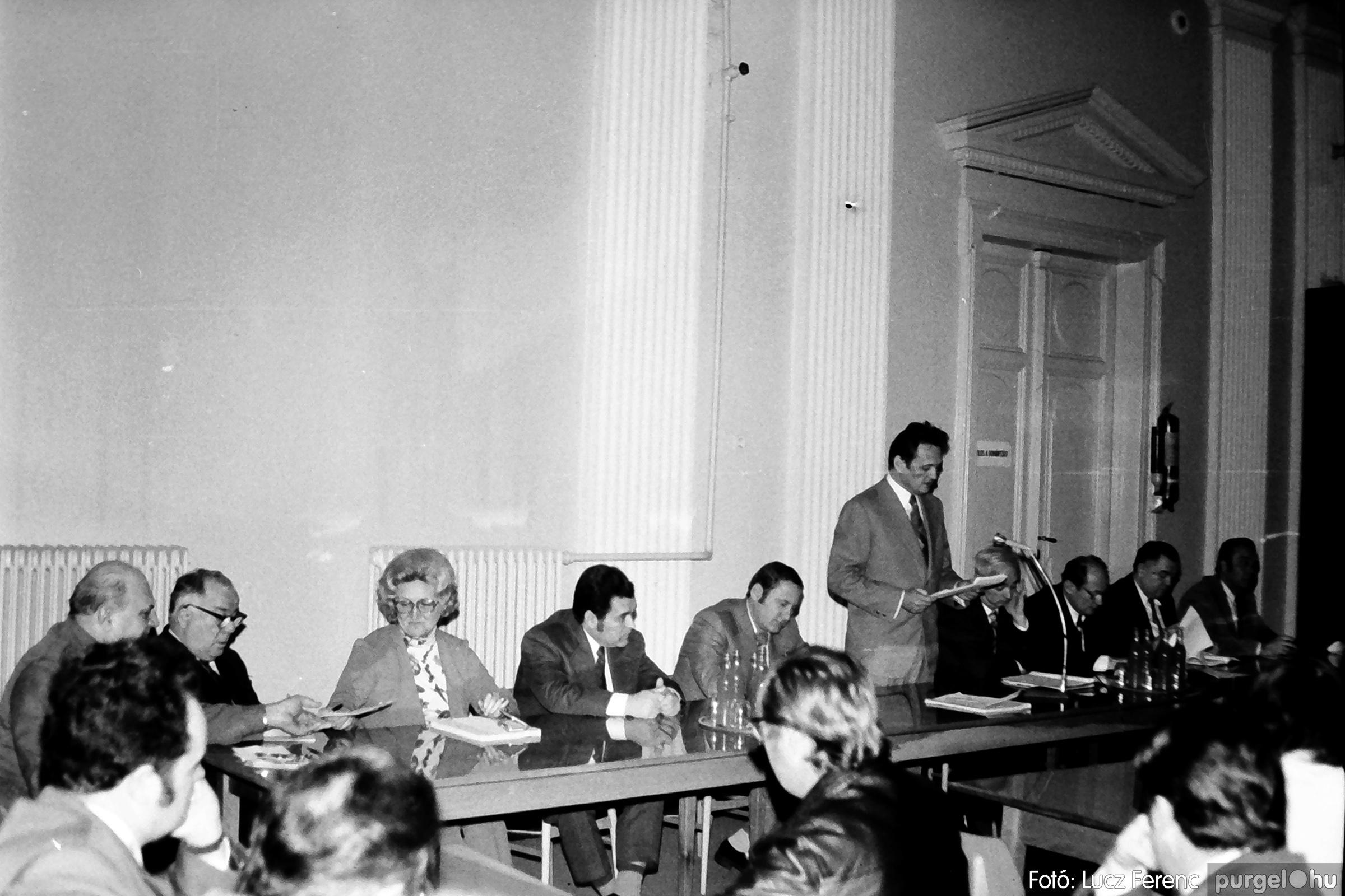 072. 1977. ÁFÉSZ küldöttgyűlés a szentesi megyeházban 005. - Fotó: Lucz Ferenc.jpg