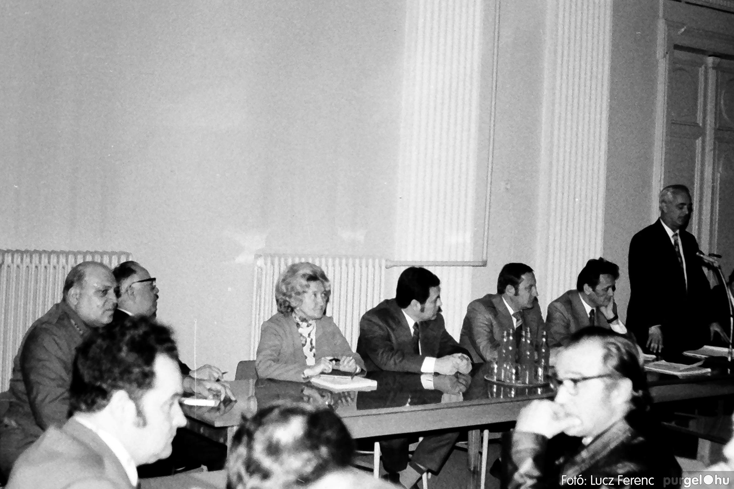 072. 1977. ÁFÉSZ küldöttgyűlés a szentesi megyeházban 003. - Fotó: Lucz Ferenc.jpg