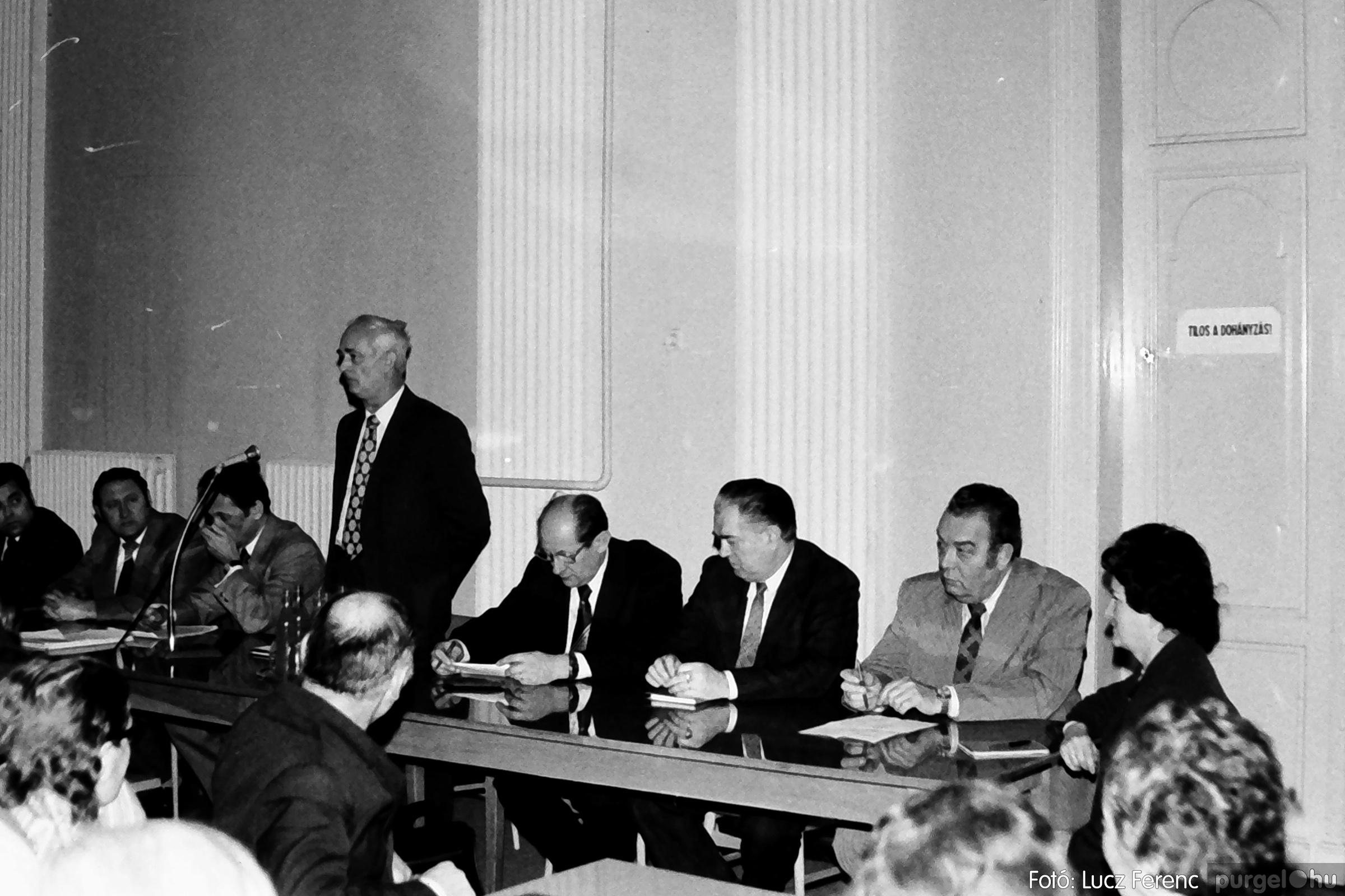 072. 1977. ÁFÉSZ küldöttgyűlés a szentesi megyeházban 001. - Fotó: Lucz Ferenc.jpg