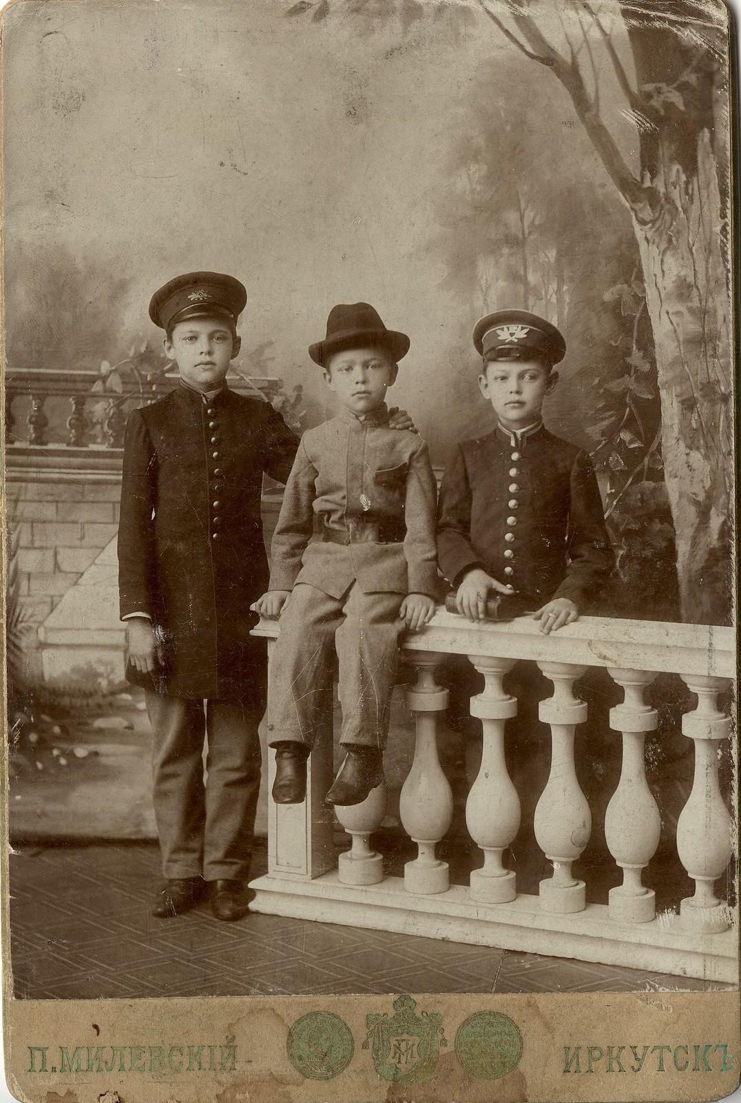 1900-е. Портрет трех гимназистов