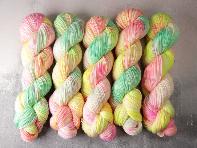 Favourite Sock – pure merino 4 ply/fingering hand dyed superwash wool yarn 100g – 'Springy'