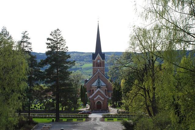 Iglesia Vigelet Lillehammer. Noruega. Mirando al cielo.