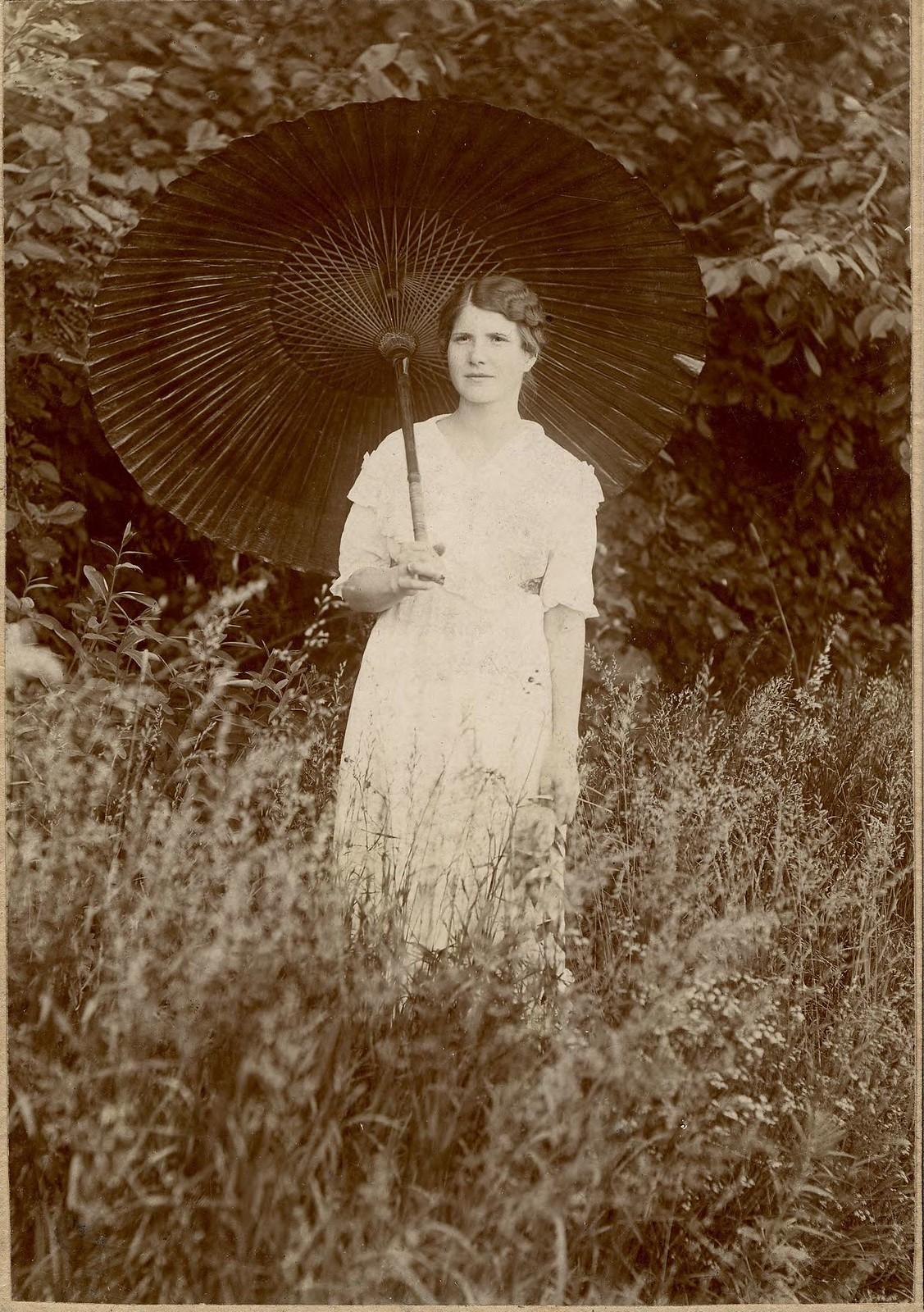1920. Мазова Анна Михайловна, внучка иркутского купца, летописца Кротова
