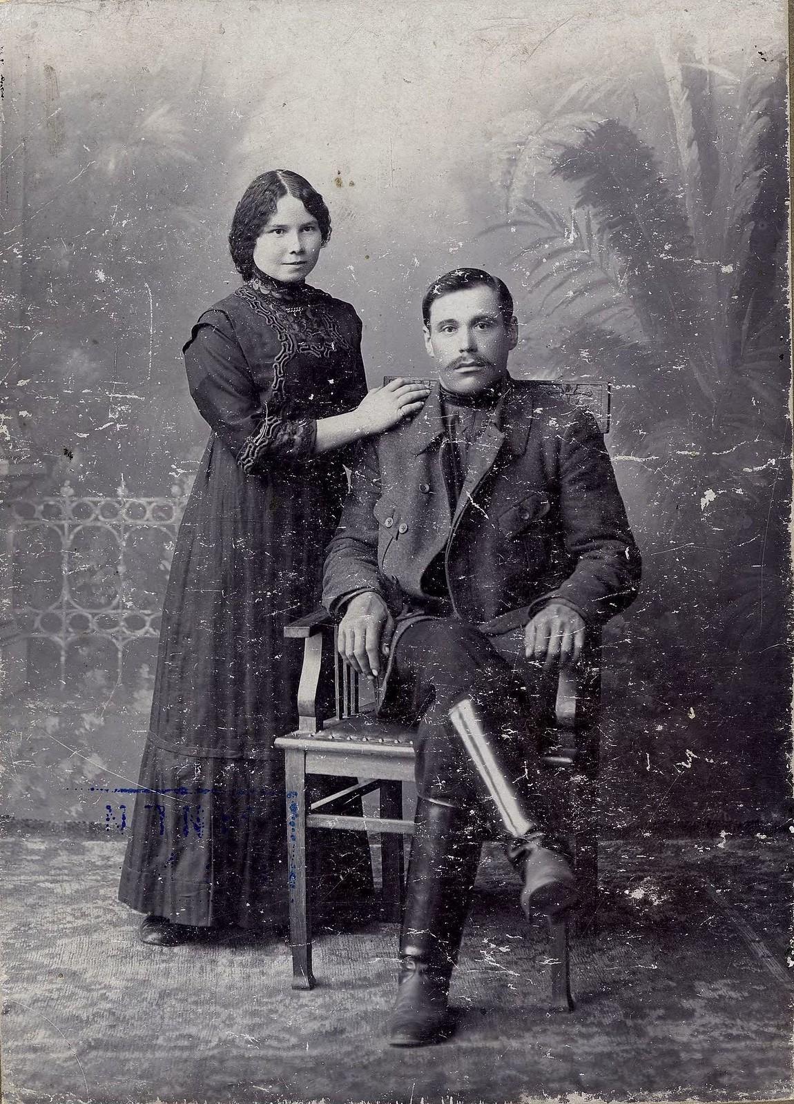 1916. Мещанин Легостаев Павел Дмитриевич с супругой