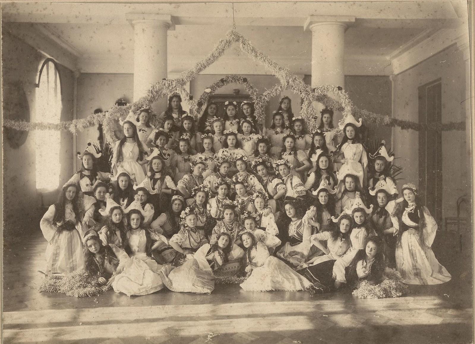 1902. Бал-маскарад в Иркутском институте благородных девиц имени Императора Николая I.