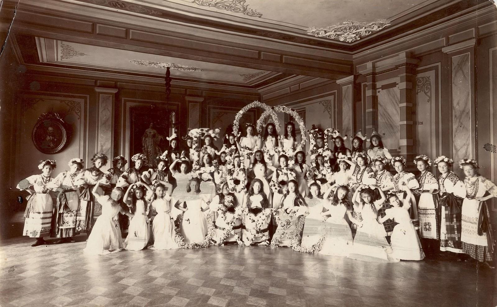 1900-е. Бал-маскарад в Иркутском институте благородных девиц имени Императора Николая I