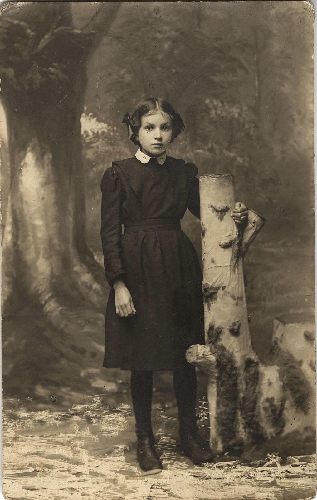 1914. Решетникова Евгения - гимназистка